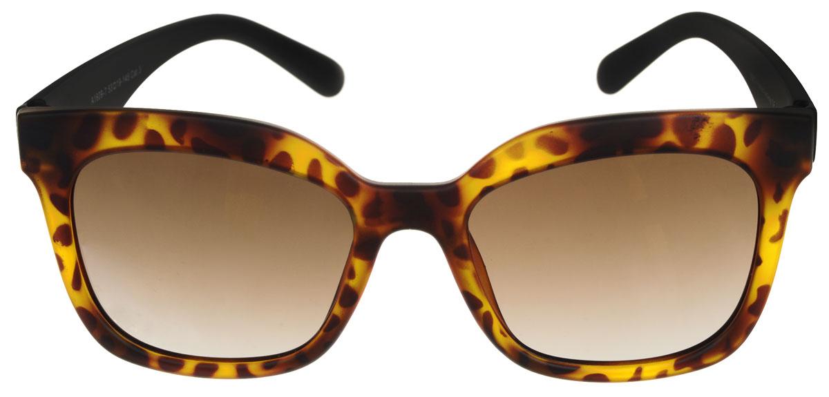 Очки солнцезащитные женские Fabretti, цвет: черный, коричневый. A1609-7A1609-7Солнцезащитные мужские очки Fabretti выполнены с линзами из высококачественного пластика. Используемый пластик не искажает изображение, не подвержен нагреванию и вредному воздействию солнечных лучей, защищает от бликов, повышает контрастность и четкость изображения, снижает усталость глаз и обеспечивает отличную видимость. Линзы имеют степень затемнения Cat. 3. Пластиковая оправа очков выполнена в черно-коричневой гамме, с ненавязчивым оригинальным рисунком. Оправа легкая, прилегающей формы и поэтому не создает никакого дискомфорта. Такие очки защитят глаза от ультрафиолетовых лучей, подчеркнут вашу индивидуальность и сделают ваш образ завершенным.