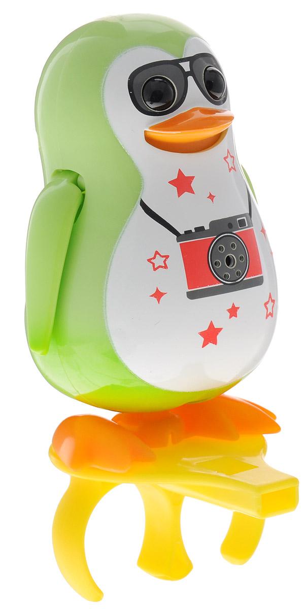 DigiFriends Интерактивная игрушка Пингвин с кольцом цвет салатовый88333_салатовыйУ вас есть шанс получить уникального домашнего питомца - поющего пингвина. Не каждый может похвастаться этим. Эта умная игрушка интерактивная, она будет развлекать вас различными мелодиями, пением и ритмичными движениями. Для активизации пингвина необходимо подуть на него. Чтобы активировать режим проигрывания мелодий достаточно посвистеть в свисток, который имеется в комплекте. Игрушка издает 55 вариантов мелодий и звуков. Кольцо-свисток может служить как переносной насест для пингвина. Ребенок может надеть кольцо на два пальца, закрепить там игрушку и свободно играть или даже бегать. Пингвин DigiFriends устойчив на любой ровной поверхности. Игрушка может качаться, крутиться, махать крыльями и шевелить клювом в такт мелодии. Игрушка работает в двух режимах: соло и хор. Можно синхронизировать неограниченное количество пингвинов или других персонажей DigiFriends. Главным в хоре становится персонаж, которого первого включили. Необходимо размещать DigiFriends на...