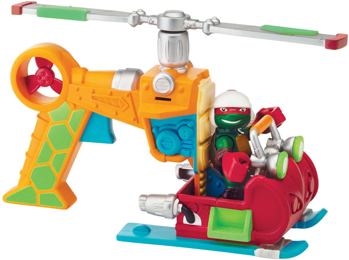 Черепашки Ниндзя Вертолет с фигуркой Рафа96704Вертолет Черепашек Ниндзя позволит разнообразить игру с любимыми героями и объединить их усилия в борьбе со злыми силами, ведь в такую машину можно поместить всех четырех Черепашек Ниндзя. В комплекте имеется фигурка Рафа-пилота. Вертолет и фигурка выполнены из яркого безопасного пластика. Фигурка черепашки очень удобно помещается в кабину вертолета. Вертолет разбирается и превращается в две игрушки! Из кабины получаются настоящие боевые сани или гидроцикл для черепашек. Пропеллер вертолета крутится при нажатии на специальный рычаг. Ваш ребенок часами будет играть с вертолетом, придумывая различные истории. Порадуйте его таким замечательным подарком!