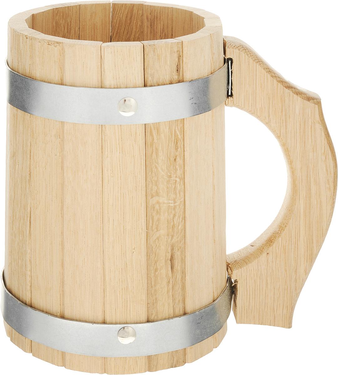 Кружка для бани и сауны Proffi Sauna, 2 лPS0051Кружка Proffi Sauna выполнена из натурального дуба с двумя металлическими обручами и резной ручкой. Она просто незаменима для подачи напитков, приготовления отваров из трав и ароматических масел, также подходит для декора или в качестве сувенира. Объем кружки: 2 л. Диаметр по верхнему краю: 12 см. Высота стенки: 19 см. Длина ручки: 17,5 см.