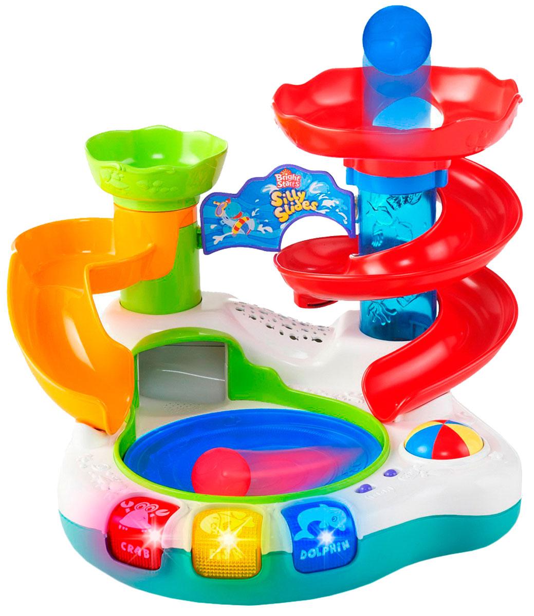 Bright Starts Развивающая игрушка Аквапарк9176Развивающая игрушка Bright Starts Аквапарк подарит море удовольствия вашему малышу! В комплекте пять разноцветных мячиков. Мячики скатываются с горки в бассейн, крутятся в нём и, попадая в трубу, выскакивают вверх. Малышу понравится ловить мячики, вылетающие из трубы! Нажмите на кнопочку и мячики начнут крутиться в бассейне под веселую музыку! Особенности: Панель с кнопочками аквапарка активирует световые и звуковые эффекты (тропические мелодии, простые звуки). 3 разноцветные кнопочки с названиями животных. Bright Starts - это торговая марка американской компании Kids II, которая появилась на свет в 1969 году. Несмотря на давнюю широкую известность в Америке и странах Европы, для российского рынка Bright Starts относительной новый бренд. Однако, не смотря на это, он уже успел приобрести значительную популярность. Наиболее востребованные в России кресла-качалки и развивающие коврики. Эти товары призваны окружить малышей вниманием и забавлять их с первых месяцев...