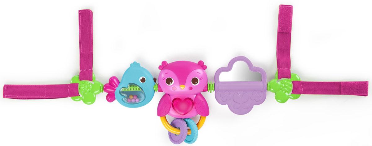 Bright Starts Развивающая игрушка для коляски Совушка52159С развивающей игрушкой Bright Starts Совушка ребенок не будет скучать, куда бы вы не поехали. Игрушка состоит из трех пластиковых погремушек, нанизанных на мягкое основание. Все они очень яркие и привлекают внимание ребенка. Каждый элемент имеет свои особенности: нажав на животик маленькой розовой совы, малыш увидит свечение и услышит веселые мелодии, а маленькая голубая птичка гремит разноцветными шариками в полупрозрачном брюшке. Для работы игрушки необходимы 3 батарейки типа АG13 (LR44) (товар комплектуется демонстрационными).