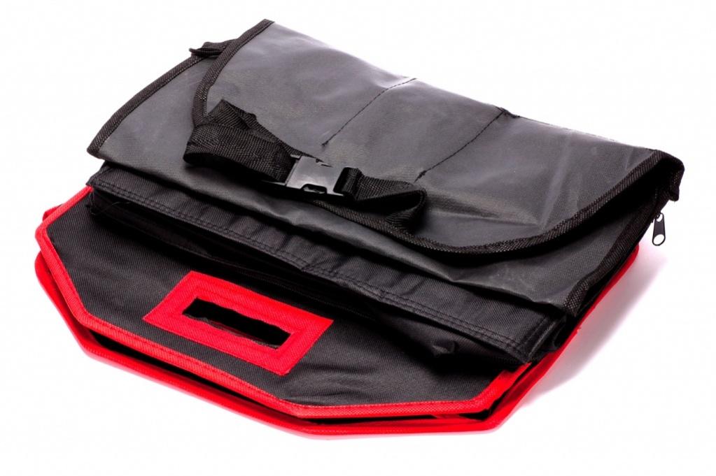 Набор сумок-органайзеров Bradex в автомобиль 3штTD 0359Вам нравится, когда в Вашем любимом авто абсолютный порядок, а домочадцы вечно разбрасывают вещи по салону? В багажнике невероятный бардак, до которого никак не доходят руки? Значит, Вам точно пригодится набор органайзеров для машины! В нем все, что требуется для комфортной поездки: • сумка-холодильник для сохранности приготовленных в дорогу припасов; • сумка для багажника в уплотненном каркасе с тремя объемными отделениями и карманчиками; • органайзер с фиксаторами и карманами для спинки сиденья. С набором органайзеров в Вашем автомобиле всегда будет опрятно и уютно!