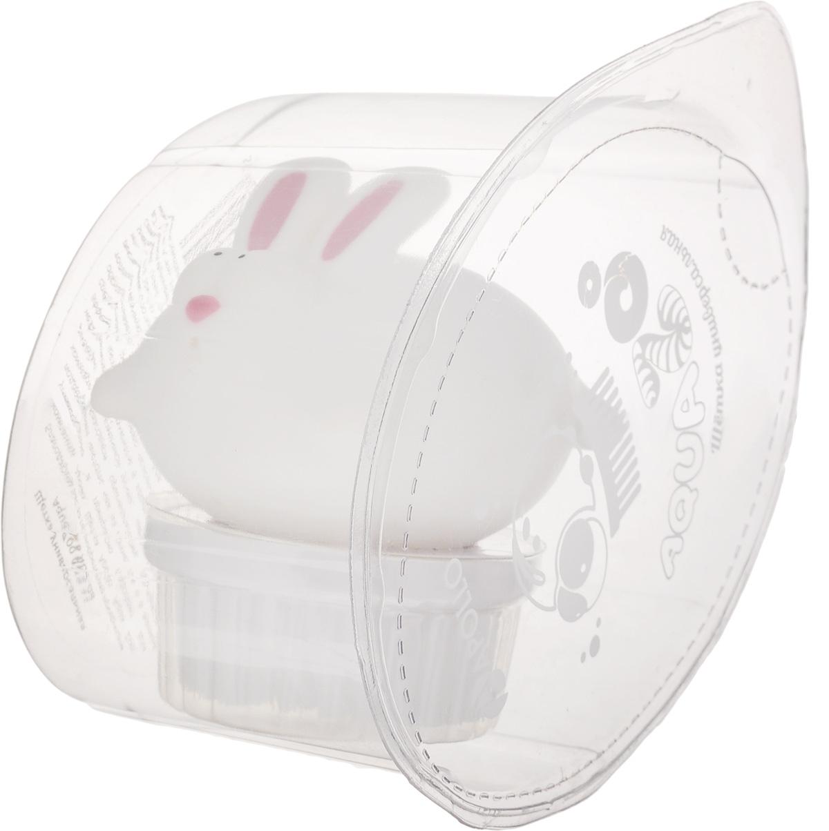Щетка универсальная Apollo AquaZoo. КроликAQZ-08_кролЩетка Apollo AquaZoo. Кролик, изготовленная из пищевого пластика и нейлона, выполнена в виде кролика. Она универсальна и прекрасно подойдет для поддержания чистоты, как на кухне, так и в ванной комнате. Благодаря оригинальному, дружелюбному дизайну и эргономичной ручке, такая щетка станет незаменимым инструментом в вашем доме. Для наилучшего эффекта щетку необходимо использовать вместе с чистящими средствами, рекомендованными для поверхностей, которые вы обрабатываете. Нельзя мыть в посудомоечной машине. Не использовать для мытья щетки абразивные вещества. Длина ворса: 1,5 см. Диаметр рабочей поверхности: 5 см.