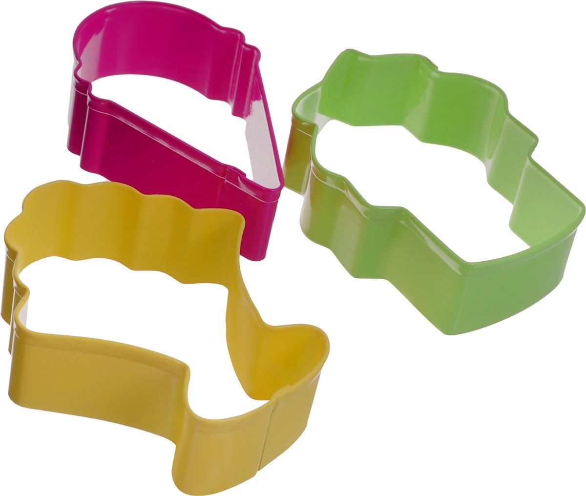 Набор форм для вырезания печенья Wilton Мороженое, 3 штWLT-2308-0992Набор Wilton Мороженое состоит из 3 разноцветных форм, изготовленных из высококачественного металла. Изделия можно использовать для вырезания печенья, сладких украшений, бутербродов, а также их можно использовать как трафареты для поделок и с не пищевыми материалами. Формы выполнены в виде фигурок мороженого. С такими формами-резаками можно сделать множество различных изделий и угощений! Средний размер формы: 8,7 х 6,7 см. Высота форм: 3 см.