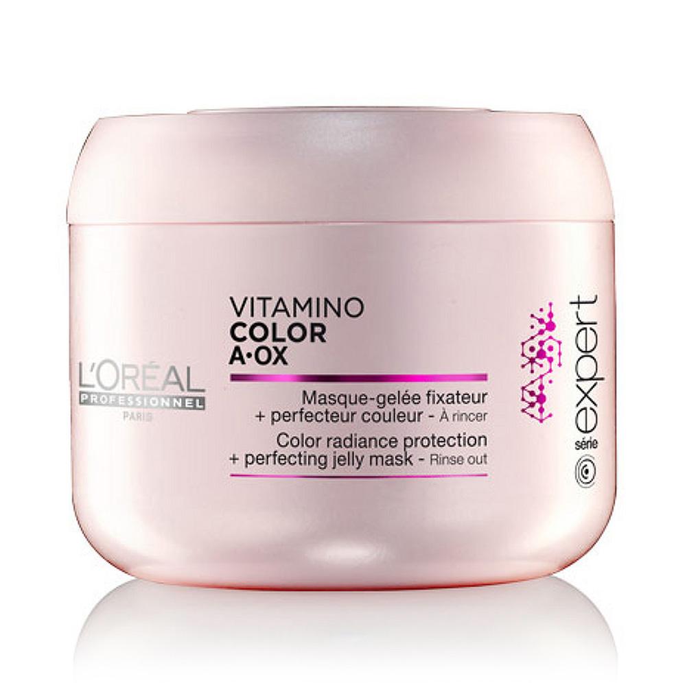 LOreal Professionnel Expert Vitamino Маска-фиксатор цвета Color AOX 200 млE0714762Маска-фиксатор цвета Витамино Колор – это средство, предназначенное для ухода за окрашенными волосами. Средство обладает особой формулой, благодаря которой на волосах образуется защитная плёнка, препятствующая вымыванию цвета и обеспечивающая волосам защиту от воздействия негативных факторов. Эффект будет очевиден уже после первого применения: волосы станут упругими и мягкими, приобретут изысканный блеск. При регулярном применении волосы будут выглядеть так, будто вы недавно посетили салон красоты. Кроме того, улучшится и структура волос, а их цвет не потускнеет даже спустя долгое время.