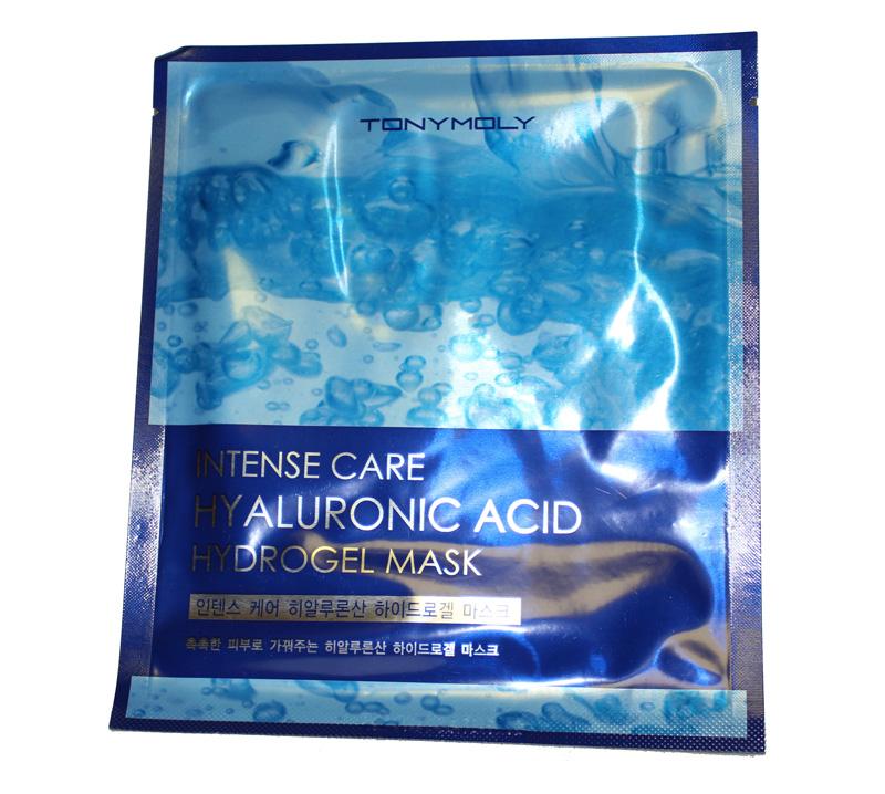 TonyMoly Гидрогелевая маска для лица INTENSE CARE HYALURONIC ACID HYDRO-GEL, 25 млSS05016700Гиалуроновая кислота является наиболее важным компонентом. Ее количество уменьшается с возрастом, поэтому кожа может стать сухой и потерять эластичность. Эта маска увлажняет кожу изнутри и создает защитный слой для длительной мягкости. Комплекс аминокислот и питательных веществ насыщает Вашу кожу полезными микроэлементами и прекрасно увлажняет, действуя не только поверхностно, но и глубоко в клетках. Подходит для всех типов кожи. Марка Tony Moly чаще всего размещает на упаковке (внизу или наверху на спайке двух сторон упаковки, на дне банки, на тубе сбоку) дату изготовления в формате: год/месяц/дата.