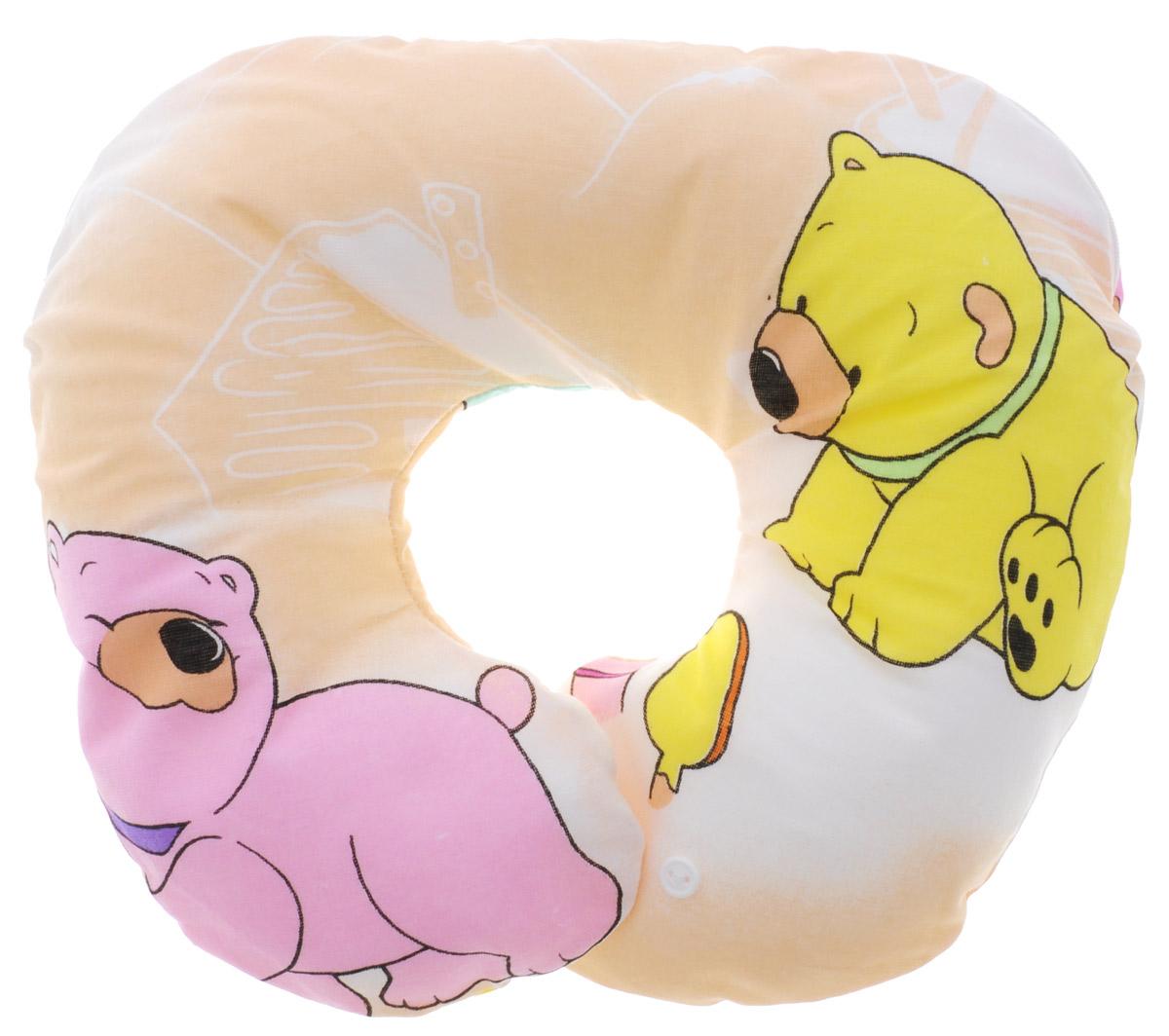 Selby Подушка-воротник для младенца цвет бежевый 35 см х 30 см5582_бежевый, медвежата большиеДетская подушка-воротник Selby изготовлена из мягкого натурального хлопка с наполнителем из пенополистирола. Подушка удобна и комфортна. Она поддерживает головку ребенка во время сна, отдыха или купания. Благодаря такой подушке, при купании руки у мамы свободны, поэтому можно без труда помыть ребенка пока он плавает. Подушка фиксируется вокруг шеи. Изделие также идеально подходит для длительных поездок в самолете, машине, коляске или автокресле.