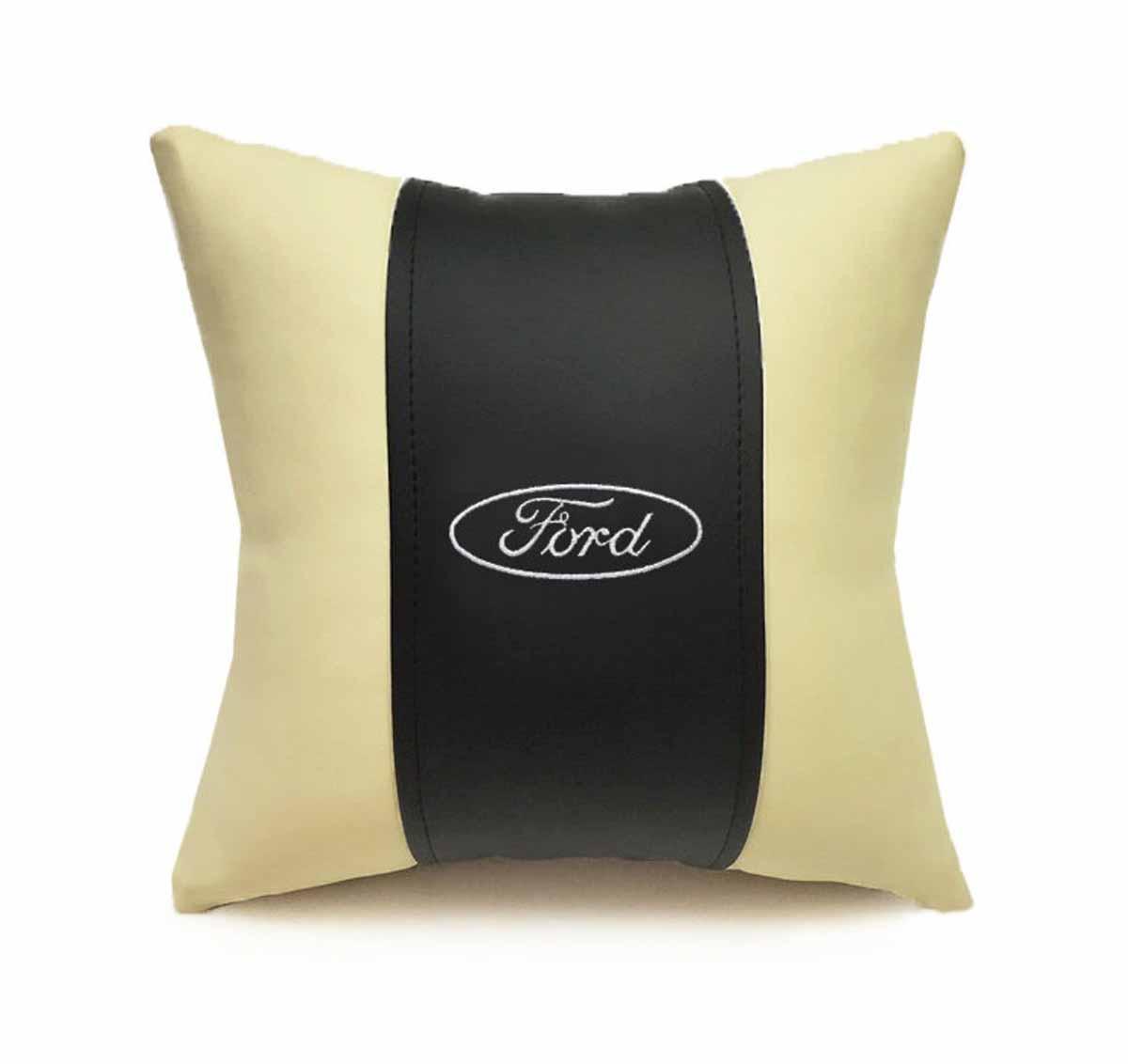 Подушка декоративная Auto premium FORD, цвет: черно-бежевый. 3704537045Подушка в машину с вышивкой автологотипа - отличное дополнение для салона Вашего авто. Мягкая подушка изготовлена из матовой экокожи будет удобна пассажиру. К тому же не перестанет радовать Вас своим видом. Оптимальный размер подушки (30х30) не загромождает салон автомобиля.
