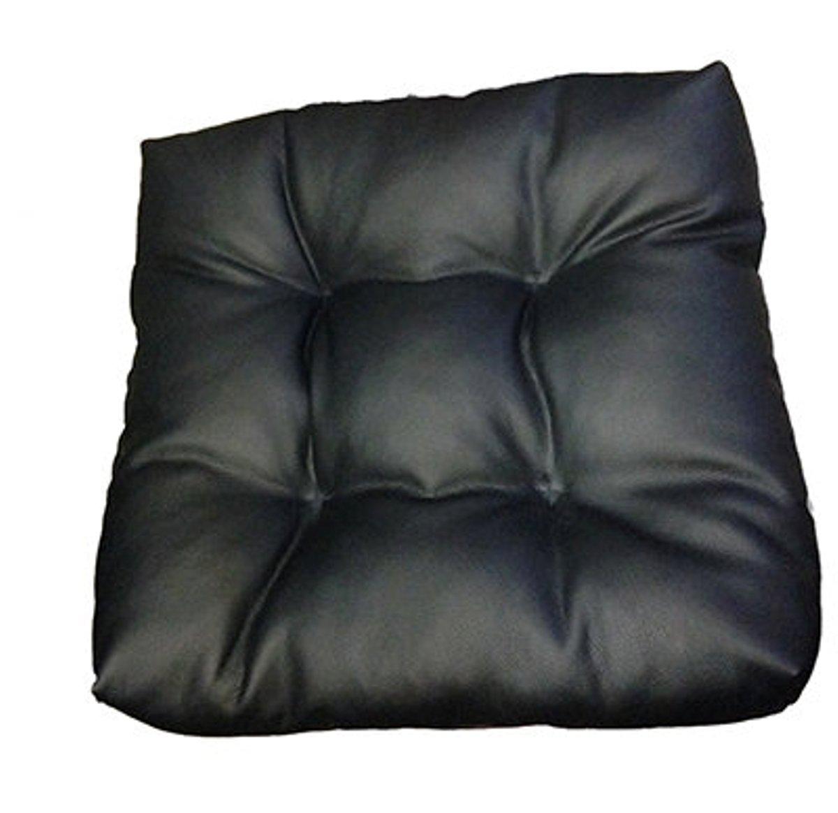 Подушкана сиденье Auto premium с фиксирующим ремнем, цвет: черный. 77011/М08177011/М081Подушка на сиденье выполнена в стеганом стиле. Материал поверхности - высококачественная экокожа. Тем самым достигается прочность и долговечность, сравнимая с натуральной кожей. Стоит отметить, что этот материал стал выбором для большинства производителей мебели и чехлов на сиденья, именно благодаря своей прочности. Набита подушка наполнителем на основе силиконизированного волокна. Что придает ей мягкость и комфорт высокого уровня. Подушка способна поднять автомобильное сиденье на пять-семь сантиметров. Степень набивки можно регулировать благодаря наличию молнии