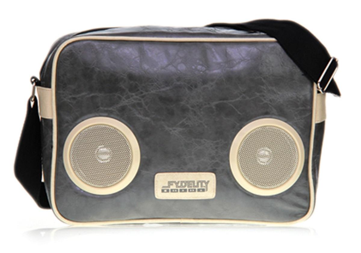 Сумка молодежная Fydelity G-Force Shoulder Bag, цвет: серый глянец, 7 л92465Водонепроницаемые Hi-Fi stereo 3 Ватт динамики с усилителем. Отношение сигнал/шум: 60 ДБ. Легкое подключение телефона, mp3, CD плеера, iPod/iPad через 3,5мм стереоджек. Отделения для iPod/iPhone для быстрого и удобного доступа к вашему плееру. Источник питания: 4 батарейки типа AA (пальчиковые), для непрерывного 10-часового звучания. Диапазон воспроизводимых частот: 150 Гц ~ 20 кГц.