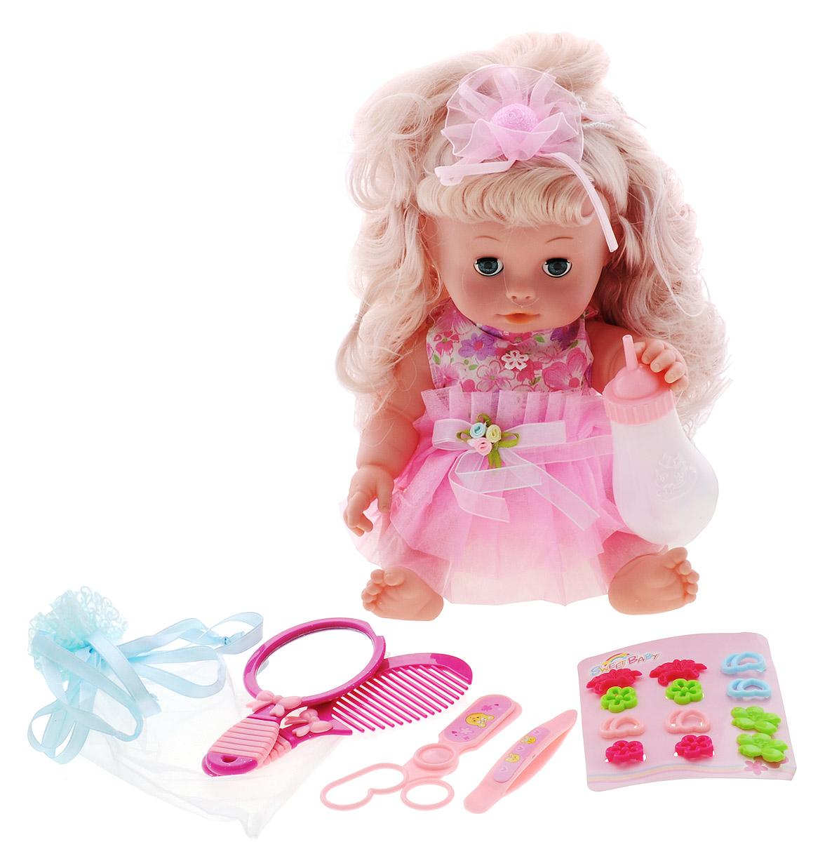 Tongde Игровой набор с куклой МалышкаВ72373_розовое платьеКукла Tongde Малышка это симпатичная куколка с умилительными пухленькими щёчками, одетая в воздушную юбочку и маечку без рукавом. Кукла умеет пить воду из бутылочки, закрывать глазки и даже писать. Длинные волосы позволят сделать разнообразные прически. За такой куколкой девочка будет с удовольствием ухаживать, кормить, расчесывать и украшать её - для этого в комплекте есть все необходимые аксессуары. А более интересной игру сделают звуковые эффекты. В комплект входит: кукла, бутылочка, расчёска, зеркальце, пинцет, ножницы и набор заколок.