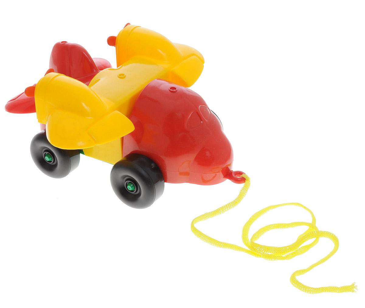 Bauer Каталка-конструктор Самолет цвет красный желтый284_красный, желтыйКаталка-конструктор Bauer Самолет обязательно привлечет внимание вашего малыша. Игрушка состоит из нескольких крупных элементов разных цветов, из которых можно собрать самолет на колесиках. Также в комплект входит верёвочка, которую можно привязать к игрушке, чтобы ребёнок смог катить её за собой. Игрушка выполнена из высококачественного пластика. С такой игрушкой ваш ребенок весело проведет время, играя на детской площадке или в песочнице. А процесс сборки игрушки-конструктора поможет малышу развить мелкую моторику, внимательность и усидчивость. Порадуйте своего малыша такой чудесной игрушкой!