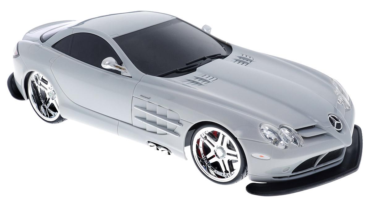 Maisto Радиоуправляемая модель Mercedes SLR McLaren цвет серый81022_серыйРадиоуправляемая модель Maisto Mercedes SLR McLaren стильного серого цвета является точной уменьшенной копией настоящего автомобиля в масштабе 1:10. Машина при помощи пульта управления движется вперед, дает задний ход, поворачивает влево и вправо, останавливается. С помощью пульта управления также можно контролировать свет фар. Шины модели выполнены из резины. Машина развивает хорошую скорость и обладает высокой стабильностью движения, что позволяет полностью контролировать процесс, управляя уверенно и без суеты. Пульт управления имеет три частоты, что позволяет одновременно управлять 2-3 моделями. Такая модель станет отличным подарком не только любителю автомобилей, но и человеку, ценящему оригинальность и изысканность, а качество исполнения представит такой подарок в самом лучшем свете. Машина работает от сменного аккумулятора (в комплекте). Для работы пульта управления необходимы 2 батарейки типа АА (товар комплектуется демонстрационными).