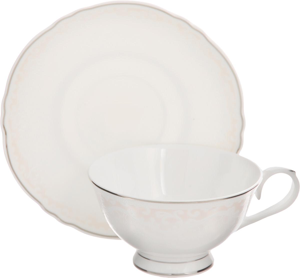 Чайная пара Elan Gallery Розовый шик, 220 мл, 2 предмета530027Чайная пара Elan Gallery Розовый шик состоит из чашки и блюдца, изготовленных из керамики высшего качества, отличающегося необыкновенной прочностью и небольшим весом. Яркий дизайн, несомненно, придется вам по вкусу. Чайная пара Elan Gallery Розовый шик украсит ваш кухонный стол, а также станет замечательным подарком к любому празднику. Не рекомендуется применять абразивные моющие средства. Не использовать в микроволновой печи. Объем чашки: 220 мл. Диаметр чашки (по верхнему краю): 10,5 см. Высота чашки: 6 см. Диаметр блюдца: 15,5 см. Высота блюдца: 1,5 см.