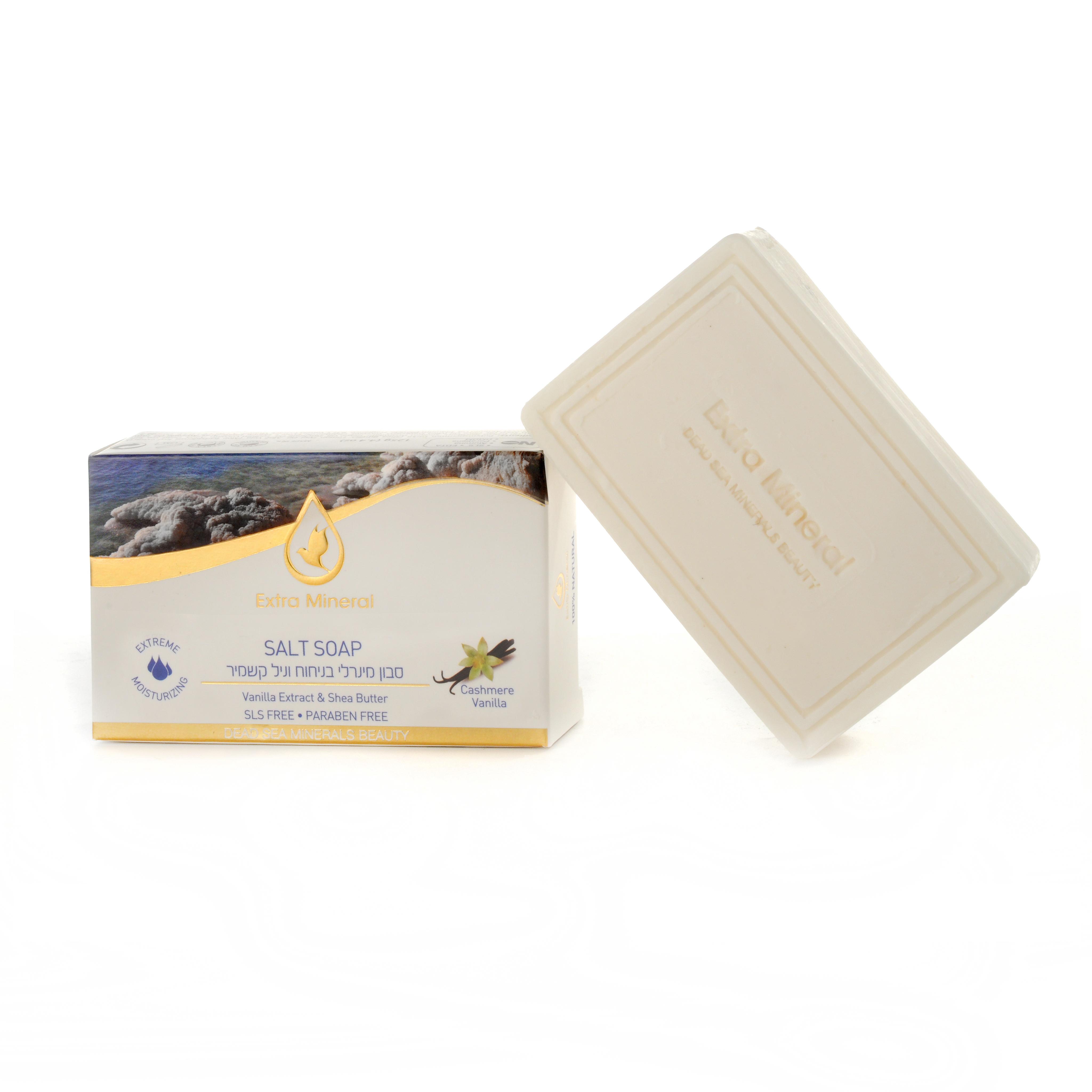 Extra Mineral Солевое мыло с ванилью и маслом ши 125 гEXM1802Экстра увлажняющее мыло из соли Мертвого моря с экстрактом Ванили и маслом Ши от Extra Mineral. Содержит соль Мертвого моря, 26 минералов Мертвого моря, экстракт Ванили, масло Ши. Обладает эффектом экстра-увлажнения кожи. Мыло защищает, заживляет и смягчает кожу, природный фильтр вредного УФ-излучения, стимулирует синтез коллагена в коже, сокращает морщинки, разглаживает, укрепляет овал лица, выравнивает тон кожи, улучшает цвет лица, имеет осветляющий эффект,убирает пигментацию и отбеливает, повышает тонус и упругость кожи, замедляет процессы старения и омолаживает, полезно для беременных женщин: если во время беременности регулярно наносить мыло на животик, бёдра и грудь, то можно избежать растяжек. Великолепно устраняет раздражение, покраснение и шелушение кожи. Антисептик, снимает воспаления, помогает при кожных заболеваниях (дерматиты, экзема). Имеет потрясающий целебный и ранозаживляющий эффект. Синяки, царапины, ушибы, раны быстро заживают. Способно уменьшить и разгладить шрамы,...