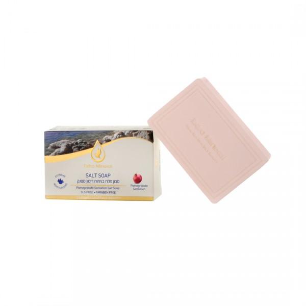Extra Mineral Солевое мыло с гранатом 125 гEXM1804Экстра увлажняющее мыло из соли Мертвого моря с экстрактом Граната от Extra Mineral. Мыло богато флавоноидами, обладающими антиоксидантными свойствами и многочисленными минералами: кальций, натрий, калий, железо, медь, марганец; оказывает благоприятное воздействие на клеточное дыхание, нормализует работу кровеносных сосудов, улучшает обмен белков, жиров и углеводов. Содержит уникальный комплекс витаминов- С,В6,В12, Е; 15 аминокислот, большое количество дубильных веществ и пектинов. Новейшие исследования экстракта граната показали, что он может быть одним из наиболее мощных естественных борцов с морщинами, так как предотвращает образование фермента металлопротеиназы1, который разрушает коллаген в зрелой коже. Также, экстракт граната увеличивает производство проколлагена фибробластами кожи. Антивозрастное действие экстракт граната проявляет также и благодаря тому, что он содержит высокие концентрации полифенолов, которые являются мощными антиоксидантами и связывают свободные радикалы,...