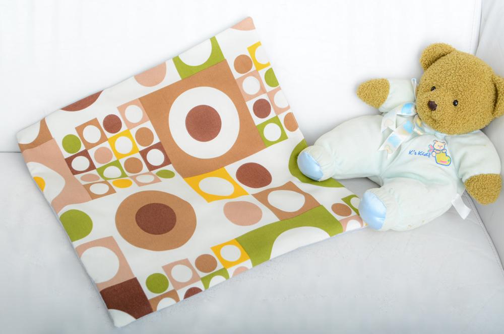 Ням-Ням Подушка детская Геометрия цвет зеленый коричневый бежевый белый1021.1Подушечка 40х40 из 100% хлопка и нежного трикотаж прекрасно подойдёт как для кроватки малыша так и для коляски. Нежная текстура трикотажа достойна нежной щёчки вашего малыша, а яркая расцветка прекрасно сочетается с бортиками о детским конвертом из этой коллекции.