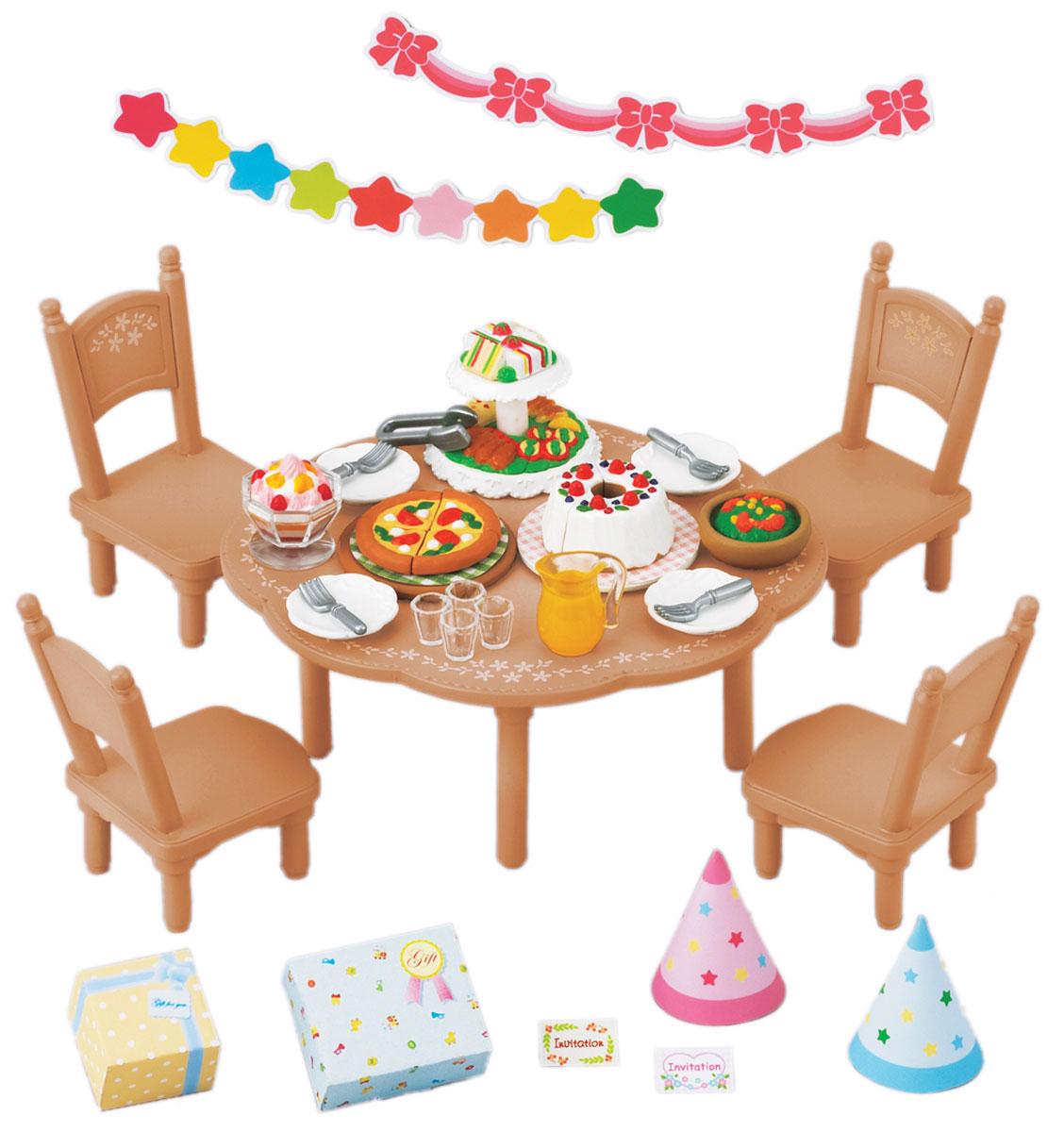 Sylvanian Families Игровой набор Вечеринка2932Игровой набор Вечеринка привлечет внимание вашего ребенка и станет отличным подарком для поклонников жителей чудесной страны Sylvanian Families. В комплект входит стол, четыре стула, праздничные блюда, посуда, украшения и колпаки. Компания была основана в 1985 году, в Японии. Sylvanian Families очень популярен в Европе и Азии, и, за долгие годы существования, компания смогла добиться больших успехов. 3 года подряд в Англии бренд Sylvanian Families был признан Игрушкой Года. Сегодня у героев Sylvanian Families есть собственное шоу, полнометражный мультфильм и сеть ресторанов, работающая по всей Японии. Sylvanian Families - это целый мир маленьких жителей, объединенных общей легендой. Жители страны Sylvanian Families - это кролики, белки, медведи, лисы и многие другие. У каждого из них есть дом, в котором есть все необходимое для счастливой жизни. В городе, где живут герои, есть школа, больница, рынок, пекарня, детский сад и множество других...