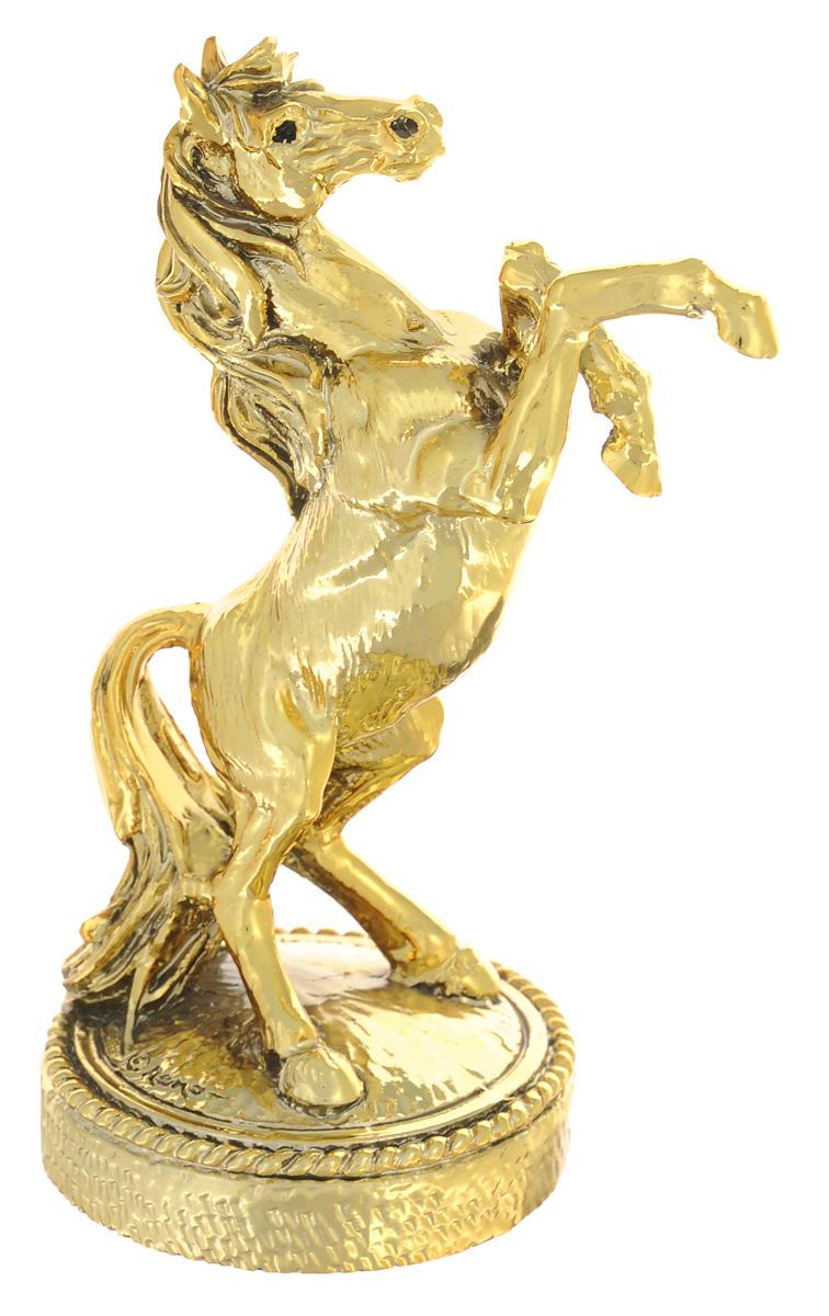 Статуэтка декоративная Gamma Лошадь, высота 12 смGA6100400ALДекоративная статуэтка Gamma Лошадь станет оригинальным подарком для всех любителей стильных вещей. Изделие выполнено из полистоуна. Изысканный сувенир станет прекрасным дополнением к интерьеру. Вы можете поставить статуэтку в любом месте, где она будет удачно смотреться, и радовать глаз.