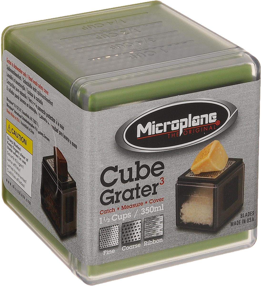 Терка-куб Microplane, цвет: зеленый34702Терка-куб Microplane выполнена из пластика и нержавеющей стали. Она имеет три режущие поверхности: мелкую, крупную и ленту. На одной из сторон имеется мерная шкала. Терка идеально подходит для сыров, имбиря, моркови, чеснока, лука, орехов, яблок, картофеля, свеклы, шоколада, масла и специй. Терка-куб Microplane небольшая своим размером (9 х 9 см), но вместительная (до 350 мл). Можно мыть в посудомоечной машине. Microplane - это легендарные американские терки. Продукцией Microplane пользуются все известные кулинары и повара всего мира, среди них знаменитый шеф-повар Джейми Оливер. Вся продукция Microplane производится на собственном заводе в США. Microplane используют самую качественную нержавеющую сталь. Благодаря уникальному химическому составу, продукция не окисляется и сохраняет большее количество витаминов и полезных веществ в продуктах. Для производства используются нержавеющие стали 410, 301 и 302 - идеальный...