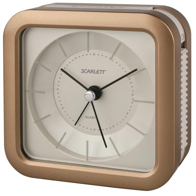 Будильник Scarlett, с подсветкой, цвет: коричневый, 9,4 х 9,4 смSC - AC1007SБудильник Scarlett с надежным кварцевым механизмом - это не только функциональное устройство, но и оригинальный элемент декора, который великолепно впишется в интерьер вашего дома. Он снабжен четырьмя стрелками: часовой, минутной, секундной и стрелкой завода. Циферблат оформлен в классическом стиле. Подсветка циферблата позволяет пользоваться будильником и в ночное время. Сигнал будильника электронный с функцией повтора сигнала, работает до его отключения. Отличительной особенностью этого будильника является то, что он обладает плавным, бесшумным ходом. Будильник работает от 1 батарейки типа АА напряжением 1,5 В (батарейка в комплект не входит). Будильник Scarlett - это надежность, качество и изящность стиля во все времена.
