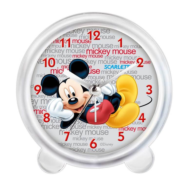 Будильник Scarlett. SC - ACD12MSC - ACD12MБудильник Scarlett с надежным кварцевым механизмом - это не только функциональное устройство, но и оригинальный элемент декора, который великолепно впишется в интерьер детской комнаты. Он снабжен четырьмя стрелками: часовой, минутной, секундной и стрелкой завода. Циферблат оформлен изображением Микки Мауса на фоне надписей Mickey Mouse. Сигнал будильника электронный, работает до его отключения. Отличительной особенностью этого будильника является то, что он обладает плавным, бесшумным ходом. Будильник работает от 1 батарейки типа АА напряжением 1,5 В (батарейка в комплект не входит). Будильник Scarlett - это надежность, качество и изящность стиля во все времена.