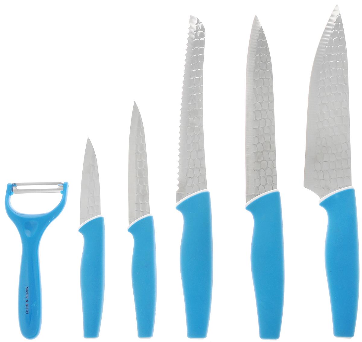 Набор ножей Mayer & Boch, 6 предметов. 2488824888Набор ножей Mayer & Boch включает ножи для ежедневной резки фруктов, овощей, мяса и других продуктов. В наборе - 5 ножей и нож-пиллер для быстрой очистки овощей. Лезвия выполнены из качественной нержавеющей стали и имеют хорошие режущие свойства. Специальный чешуйчатый рельеф и покрытие non-stick предотвращают прилипание продуктов к лезвию ножа. Эргономичный дизайн рукоятки и прорезиненное покрытие обеспечивают безопасную работу и комфортное положение в руке. Изящный узор на лезвиях ножей делает их стильным украшением кухни. Рекомендуется мыть вручную. Длина лезвия поварского ножа: 20,3 см. Общая длина поварского ножа: 33,5 см. Длина лезвия хлебного ножа: 20,3 см. Общая длина хлебного ножа: 33 см. Длина лезвия разделочного ножа: 20,3 см. Общая длина разделочного ножа: 32,5 см. Длина лезвия универсального ножа: 12,7 см. Общая длина универсального ножа: 23,5 см. Длина лезвия ножа для очистки: 8,9 см. ...