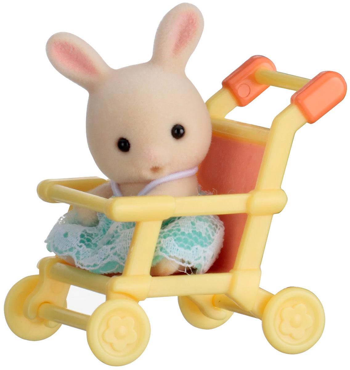 Sylvanian Families Фигурка Малыш кролик в коляске5200Фигурка Sylvanian Families Малыш кролик в коляске - это увлекательная игрушка, которая понравится вашему ребенку. Фигурка может стать частью большой игры с другими элементами серии Sylvanian или другими игрушками. Серия создана для развития творческих способностей и основных социальных направлений развития ребенка. Ребенок может брать игрушку с собой на прогулку или поездку в автомобиле. Такие игрушки отлично развивают мелкую моторику рук, фантазию, логическое и пространственное мышление. Все элементы выполнены с невероятной тщательностью из безопасных материалов. Компания Sylvanian Families была основана в 1985 году, в Японии. Sylvanian Families очень популярна в Европе и Азии и, за долгие годы существования, компания смогла добиться больших успехов. 3 года подряд в Англии бренд Sylvanian Families был признан Игрушкой Года. Сегодня у героев Sylvanian Families есть собственное шоу, полнометражный мультфильм и сеть ресторанов, работающая по...