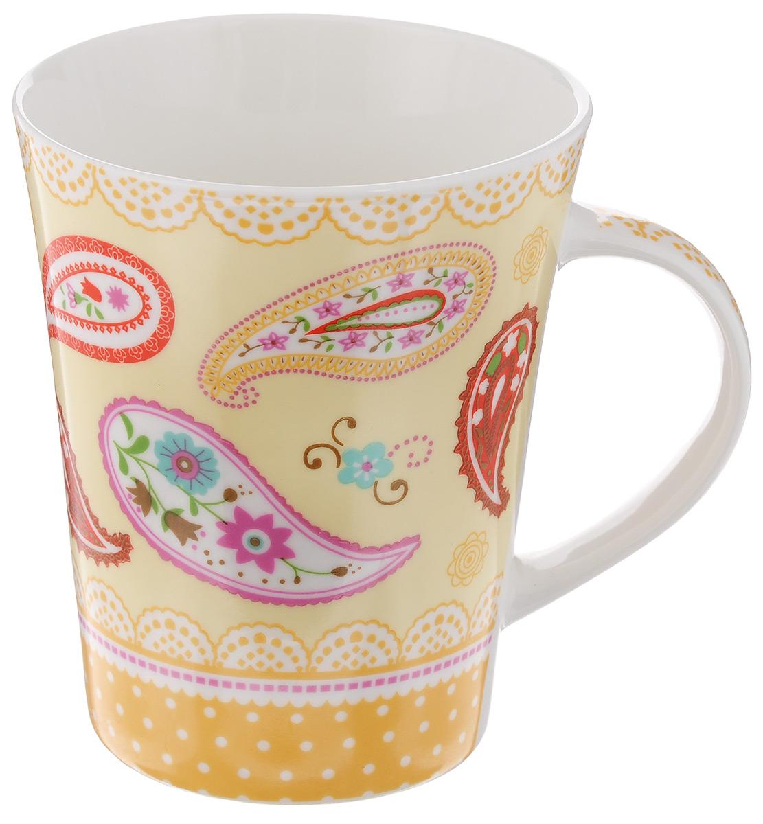Кружка Loraine, цвет: слоновая кость, желтый, красный, 400 мл22116_желтыйОригинальная кружка Loraine, выполненная из высококачественного фарфора, украшена изысканным изображением цветов и узоров. Изделие оснащено эргономичной ручкой. Кружка Loraine сочетает в себе яркий дизайн и функциональность. Она согреет вас долгими холодными вечерами. Диаметр кружки (по верхнему краю): 9 см. Высота кружки: 11 см. Объем: 400 мл.