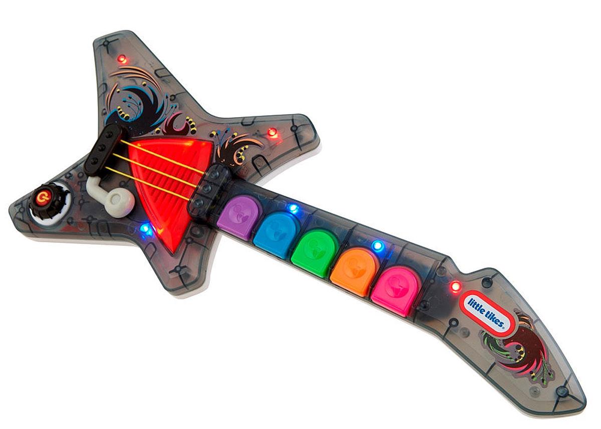 Little Tikes Гитара Pop Tunes636226Теперь юный меломан сможет покорить каждого, а поможет ему в этом гитара Little Tikes Pop Tunes. Игрушечная гитара станет первым музыкальным инструментом для вашего малыша. Она уникальна тем, что может воспроизвести несколько разных звуков, которые соответствуют настоящей гитаре. Во время игры включается яркая подсветка. В арсенале игрушечного музыкального инструмента пять композиций, которые малыш может воспроизвести так, как будто он сам их играет. Гитара выполнена из прочного, безопасного, качественного пластика. Детский досуг будет проходить весело, интересно. Устраивайте концерты - юным артистам важно быть в центре внимания, а слушатели будут благодарны. Рекомендуется докупить 3 батарейки напряжением 1.5V типа АА (товар комплектуется демонстрационными).