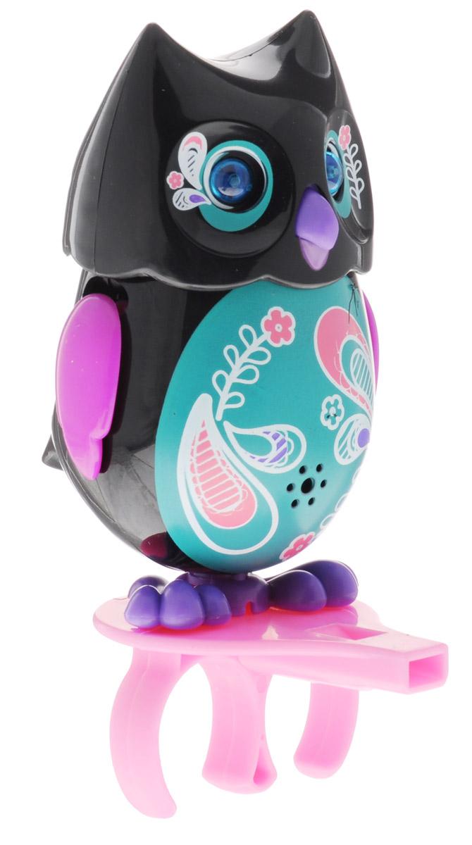 DigiFriends Интерактивная игрушка Сова с кольцом цвет черный зеленый фиолетовый88285_черный,зеленый,фиолетовыйУ вас есть шанс получить уникального домашнего питомца - сову. Не каждый может похвастаться этим. Эта умная птичка интерактивная, она будет развлекать вас различными мелодиями, уханьем, световыми эффектами и танцами в виде покачиваний в такт музыке. Для активизации совы необходимо подуть на нее. Чтобы активировать режим проигрывания мелодий и уханья совы, достаточно посвистеть в свисток, который имеется в комплекте. Игрушка издает 55 вариантов мелодий и звуков. Кольцо-свисток может служить как переносной насест для совы. Ребенок может надеть кольцо на два пальца, закрепить там сову и свободно играть или даже бегать. Сова DigiFriends устойчива на любой ровной поверхности. Когда сова поет, ее глаза весело сверкают. Сова может поворачивать голову и шевелить клювом в такт мелодии. Игрушка работает в двух режимах: соло и хор. Можно синхронизировать неограниченное количество сов или других персонажей DigiFriends. Главным в хоре становится персонаж, которого первого включили....