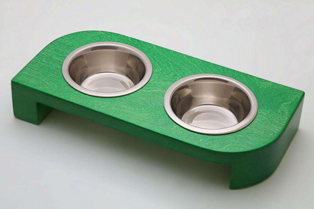 Подставка для кормления животных НЭКА 2 x 240 мл, цвет: малахит3248Подставки выполнены из дерева класса экстра, покрыты качественной немецкой пропиткой и влагостойким итальянским лаком. За счет силиконовых уплотнителей в отверстиях для мисок, обеспечивают комфортное, беззвучное кормление домашнего питомца. Подставка устойчива на любой поверхности, силиконовые вставки на ножках исключают скольжение по полу, а благодаря оригинальному дизайну и цветовому ассортименту удачно впишется в любой интерьер.