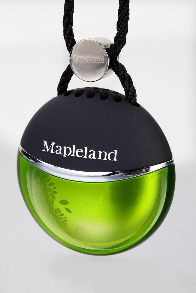 Ароматизатор Mapleland Элегантный. M1022M1022Elegant – Элегантный. Этот зеленый аромат является более стойким и свежим, чем цветочные ароматы. Зеленый прохладный и свежий – этот запах производится путем смешивания ароматов листьев папоротника, водорослей и цитрусовых. Цитрусовые и душистые травы очищают воздух быстро и нейтрализует запахи в автомобиле, что делает его наиболее популярным ароматизатором. изует запахи в автомобиле, что делает его наиболее популярным ароматизатором. Состав: Пластик, парфюмерная композиция,гель. Инструкция: Вынуть ароматизатор из упаковки. Открыть корпус, снять защитную пленку с капсулы, вернуть на место крышку, подвесить. Меры предосторожности: Избегать попадания в глаза, не давать детям, не глотать. Срок годности 3 года.