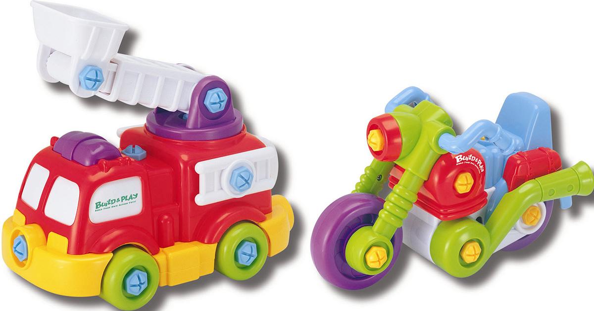 Keenway Развивающая игрушка Buildn Play Подъемник и мотоцикл11864В комплекте - шуруповёрт автоматический; - отвертка с удобной ручкой; - 3 насадки: плоская, крестовая, шестигранник; - шурупы разного цвета (голубые - для Пожарной машины, жёлтые - для Мотоцикла); - детали Пожарной машины и Мотоцикла. Батарейки 2хАА (входят в комплект). Материал пластмасса. Пластмассовые шурупчики крупные, удобные для детских пальчиков. Они устроены таким образом, что к ним подходит любая насадка. Насадки подходят и к отвёртке, и к шуруповёрту. Ребёнок заворачивает/разворачивает шурупчики отвёрткой или реально работающим автоматическим шуруповёртом. На ручке шуруповёрта есть переключатель для смены направления вращения (закручивать или раскручивать). После сборки модели сразу же готовы к дальнейшей игре! Пожарная машина - лестница поднимается; - лестница раздвигается; - ковш опускается и поднимается; - когда ребёнок катит машинку по полу, лестница с ковшом крутится на платформе. Во время движения вперёд у Мотоцикла характерно подрагивают стильные выхлопные трубы....