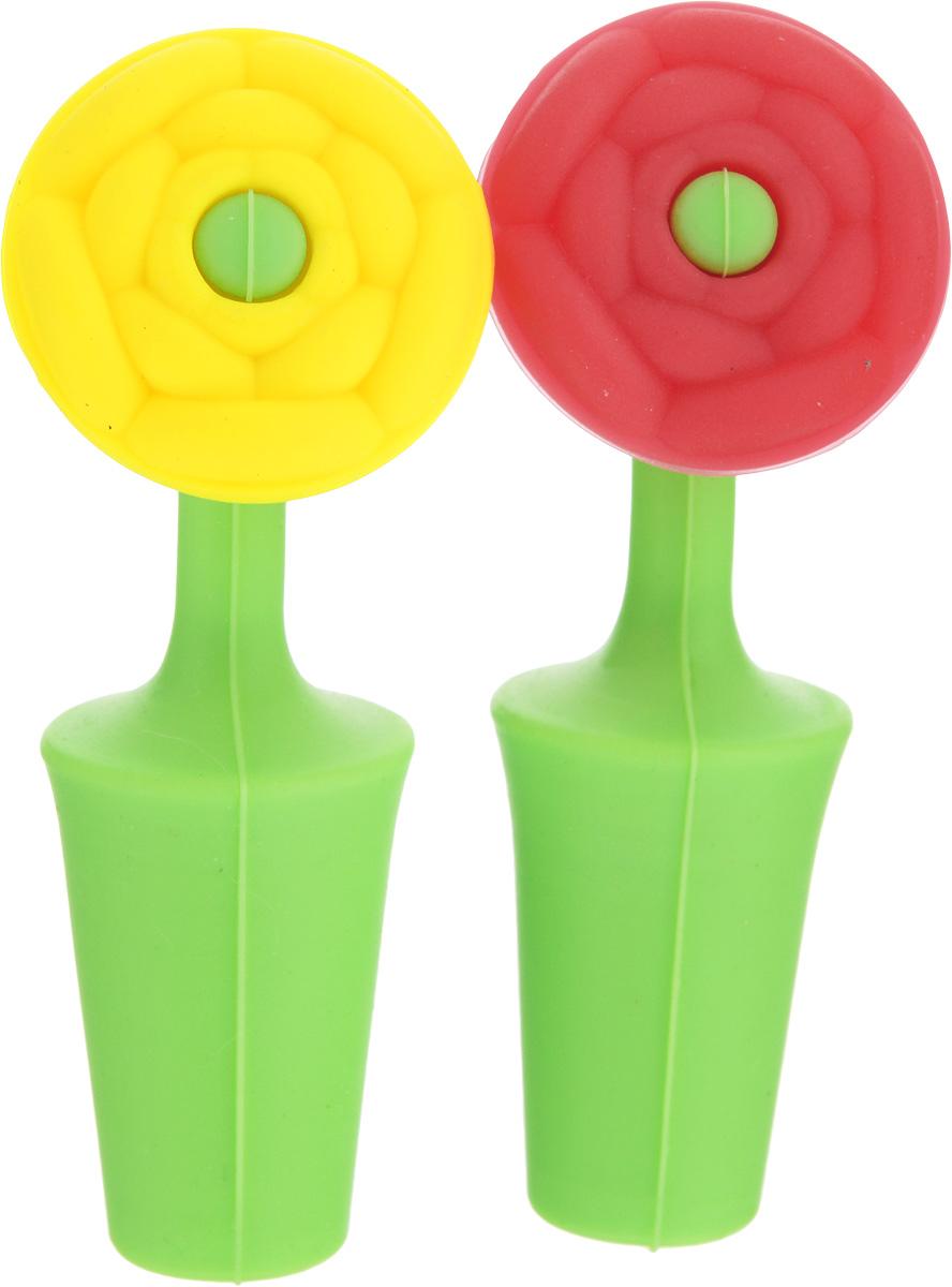 Набор пробок для бутылок Elan Gallery Цветок, 2 шт590171Набор Elan Gallery Цветок, состоящий из двух пробок, предназначен для открытых бутылок для сохранения свойства напитков и масла. Изделия выполнены из высококачественного силикона и представлены в виде цветков. Такие яркие пробки никогда не потеряются и займут достойное место на вашей кухне. Перед применением промойте пробку в теплой воде с использованием щадящих моющих средств. Не используйте при мытье абразивные моющие вещества и жесткие щетки. Длина пробки: 9 с Размер рабочей части: 2,5 х 2,5 х 3,7 см.