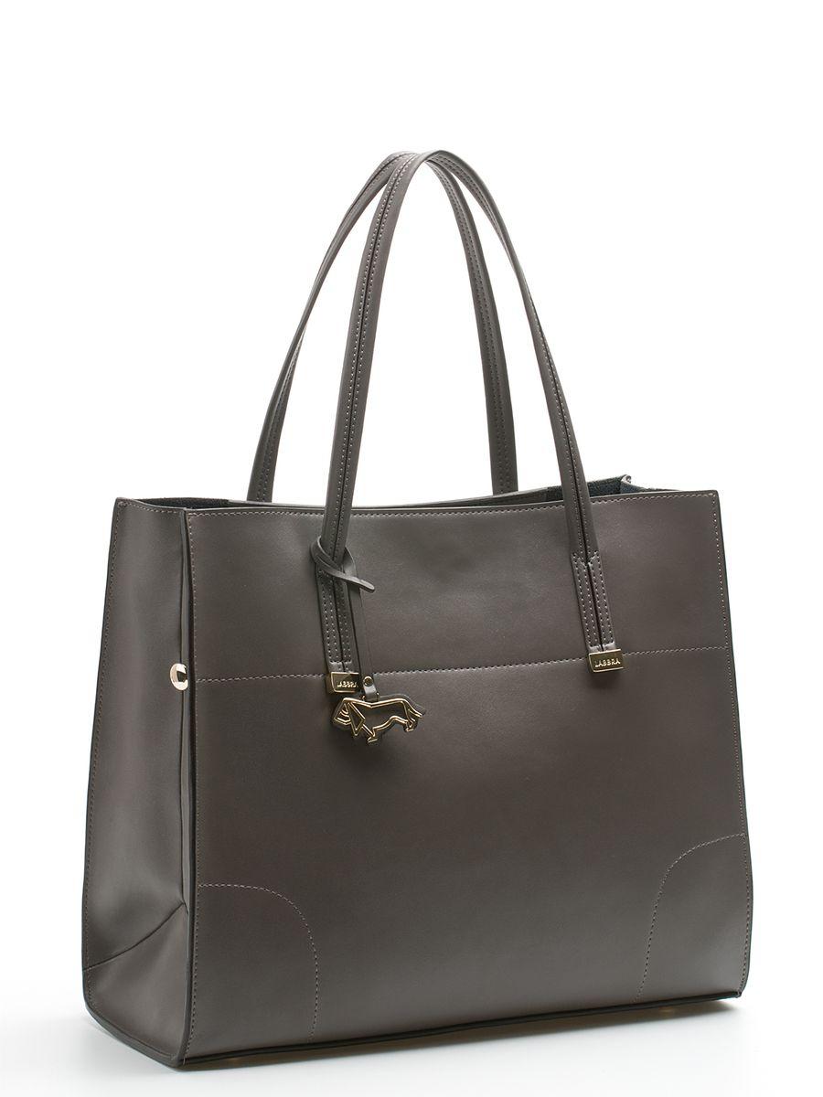 Сумка женская Labbra, цвет: серый. L-DA80616-2L-DA80616-2Стильная женская сумка Labbra выполнена из натуральной кожи, дополнена золотистой фурнитурой и подвеской в виде символики бренда. Изделие имеет два вместительных отделения, одно из которых съемное (крепится к сумке с помощью кнопок). Съемное отделение выполнено из полиэстера и натуральной кожи, оформлено звериным принтом и может использоваться в качестве самостоятельной сумочки-косметички. Оно закрывается на застежку-молнию, внутри имеется прорезной карман на молнии, а снаружи два открытых пришивных кармана для телефона и мелочей. Роскошная сумка внесет элегантные нотки в ваш образ и подчеркнет ваше отменное чувство стиля. Лаконичный цвет и простая форма помогут ей вписаться даже в самый сложный и продуманный гардероб.