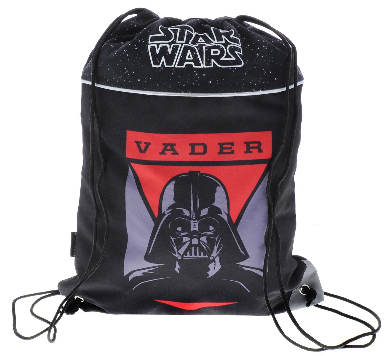 Erich Krause Сумка для сменной обуви Star Wars Vader37478Сумка для сменной обуви Erich Krause Star Wars Vader идеально подойдет как для хранения, так и для переноски сменной обуви и одежды. Сумка выполнена из прочного полиэстера и содержит одно вместительное отделение, затягивающееся с помощью текстильных шнурков. Шнурки фиксируются в нижней части сумки, благодаря чему ее можно носить за спиной как рюкзак. Сумка дополнена светоотражающими элементами.