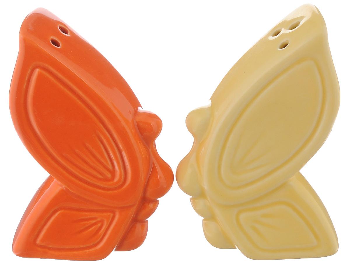 Набор для специй Elan Gallery Бабочка, 2 предмета550008Великолепный набор Elan Gallery Бабочка состоит из перечницы и солонки, изготовленных из керамики. Емкости для специй просты в использовании: стоит только перевернуть емкости, и вы с легкостью сможете поперчить или добавить соль по вкусу в любое блюдо. Этот набор оригинального дизайна и безукоризненного качества станет украшением вашего стола, а благодаря своим небольшим размерам он не займет много места на вашей кухне. Не использовать в микроволновой печи. Не рекомендуется применять абразивные моющие средства. Размер солонки и перечницы: 4,5 х 2,8 х 7,5 см.