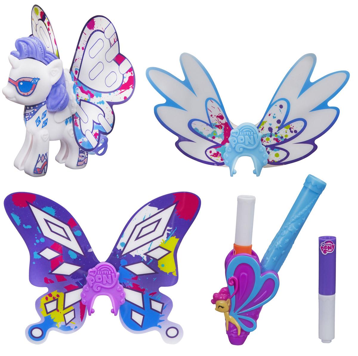 My Little Pony Фигурка Создай свою пони с крыльями RarityB3590EU4_B5677Фигурка My Little Pony Создай свою пони с крыльями. Rarity - это отличный набор для развития творческих способностей маленькой модницы. В наборе имеются элементы для сборки лошадки из популярного мультсериала Дружба - это чудо, а также набор аксессуаров для ее украшения. В наборе вы найдете: три пары разных крыльев (отличаются формой и узорами), разноцветные маркеры и наклейки. Раскрасьте крылья, подберите нужные стикеры и создайте свой уникальный образ стильной пони. Ваша малышка будет в восторге от такого подарка!