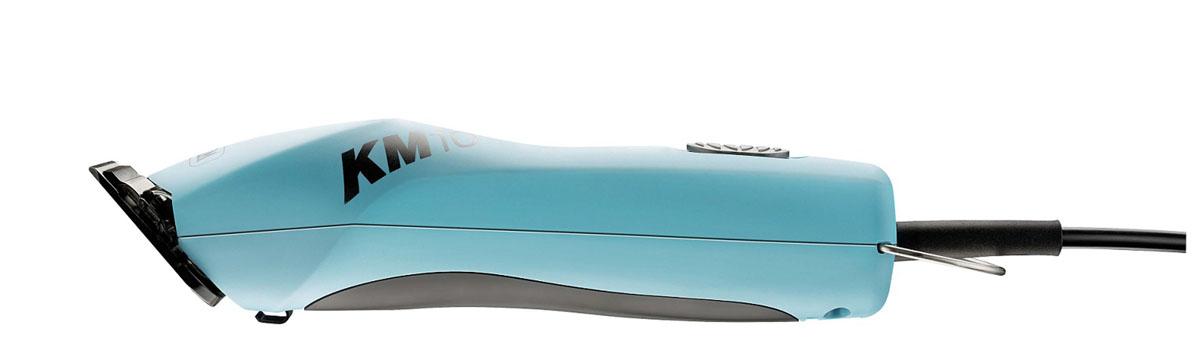 Машинка для стрижки Moser 2 скорости со съемным ножом Wahl КМ 101261-0470Сетевая машинка с эргономичным дизайном и бесщеточным мотором нового поколения на 10 тыс.часов работы. Лучшие показатели по весу, уровню шума, вибрации! Две скорости: 3000 и 3700 об/мин. Кабель 4,2 м. Нескользящая накладка на корпусе. 28 вариантов опционных ножей Wahl и 10 вариантов ножей Moser. 12 вариантов насадок. Комплект: быстросъемный ножевой блок 1,8 мм Ultimate Blade с титановым покрытием, сумка, щеточка, масло.