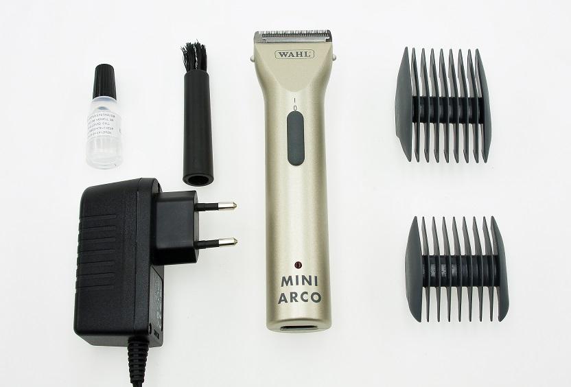 Триммер для стрижки Moser с комбинированным питанием Wahl Mini ARCO1-0473Профессиональный триммер с комбинированным питанием (акку/сеть), 100 мин.работы, 120 мин.зарядки. Единственный стерилизуемый высокоточный быстросъемный ножевой блок 0,5 мм, ширина 40 мм. Подходит для стрижки и точных работ. Опционный нож с большим шагом зубцов. Мотор постоянного тока 6000 об/мин. Очень легкий 140 гр. Две двусторонние насадки: 3/6 и 9/12 мм, адаптер питания, масло, щеточка. WAHL USA. Сборка WAHL Венгрия. Ножи WAHL Германия.