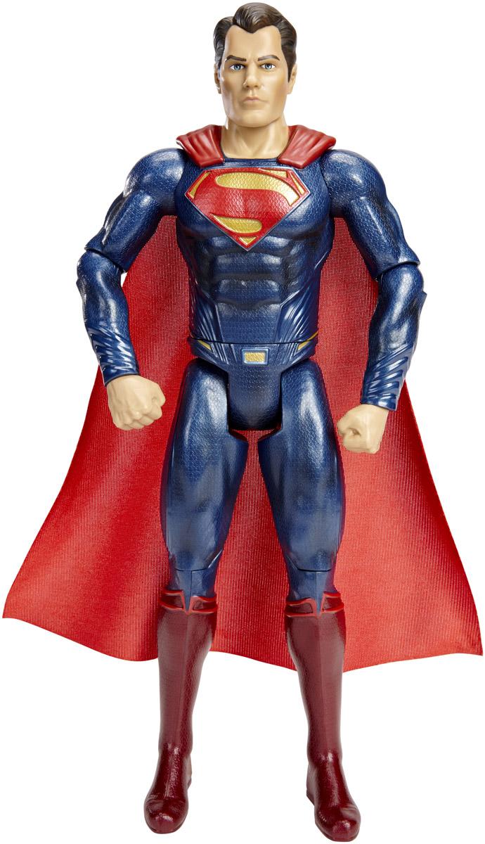 DC Comics Фигурка СуперменDHY32_DJB29Супермен появился на свет на планете Криптон и при рождении получил имя Кал- Эл. Еще младенцем он был отправлен на Землю своим отцом-ученым Джор-Элом за несколько минут до уничтожения Криптона. Его нашла и приютила семья канзасского фермера. Земные родители дали ребенку имя Кларк Кент. Еще в раннем возрасте у мальчика проявились сверхчеловеческие способности, которые он решил применять на благо человечеству. Фигурка DC Comics Супермен обязательно привлечет внимание всех любителей фильма Бэтмен против Супермена. Фигурка выполнена из высококачественного пластика. У фигурки подвижные руки, ноги и голова. Такая фигурка непременно понравится вашему ребенку, а также привлечет внимание взрослых коллекционеров, и станет замечательным украшением любой коллекции. Восхитительная фигурка сделает игры в супергероев еще увлекательнее и интереснее! Ваш ребенок будет в восторге от такого подарка!