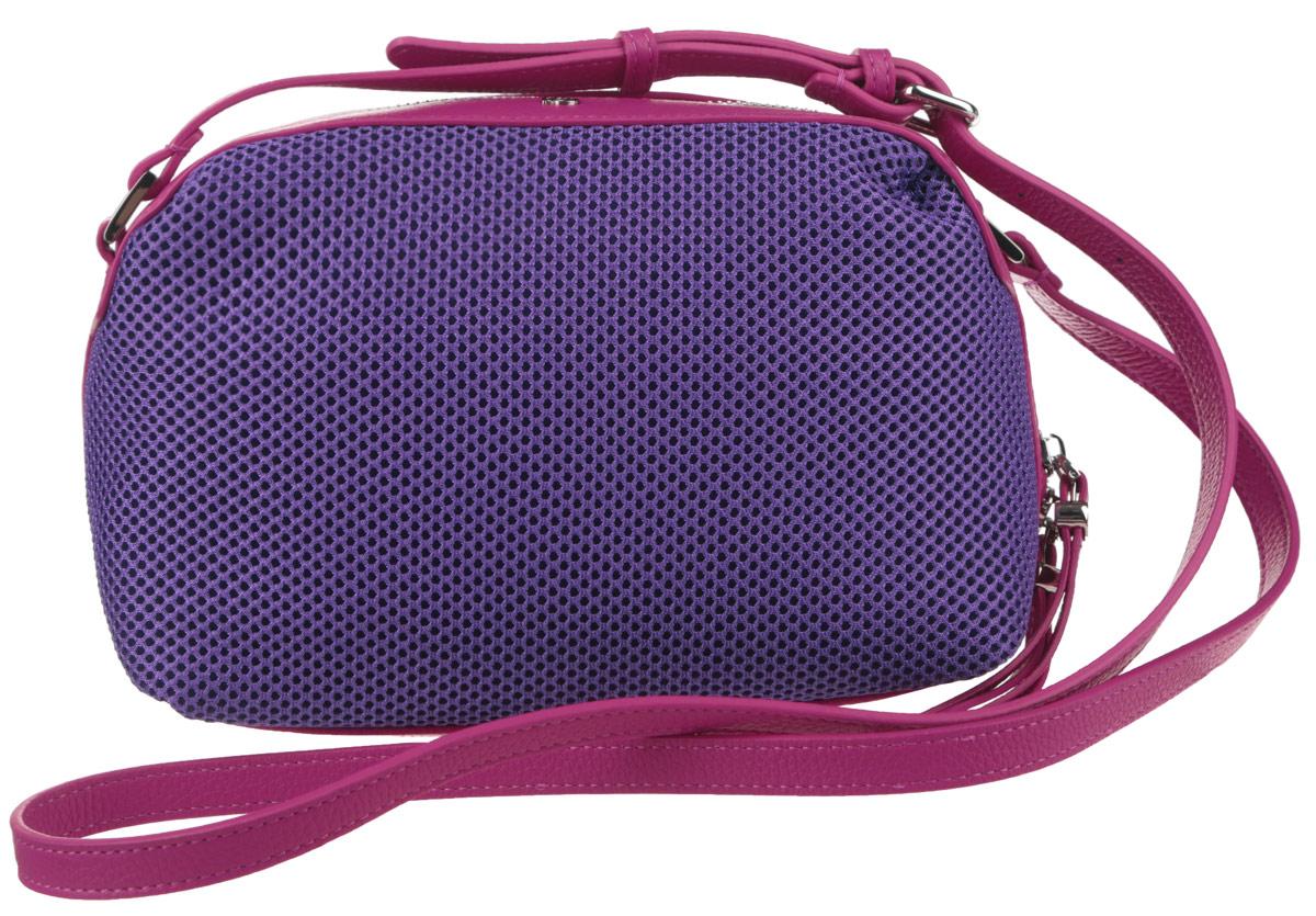 Сумка женская Pimo Betti, цвет: ярко-фиолетовый, фуксия. 14759B-W114759B-W1Яркая женская сумка Pimo Betti выполнена из текстиля и натуральной кожи с зернистой фактурой, оформлена металлической фурнитурой с символикой бренда. Изделие содержит одно вместительное отделение, закрывающееся на застежку-молнию. Внутри сумки расположены два накладных кармашка для мелочей и врезной карман на застежке-молнии. Снаружи, на задней стороне сумки, расположен врезной кармашек на застежке-молнии. Изделие оснащено удобным плечевым ремнем регулируемой длины. Оригинальный аксессуар позволит вам завершить образ и быть неотразимой.