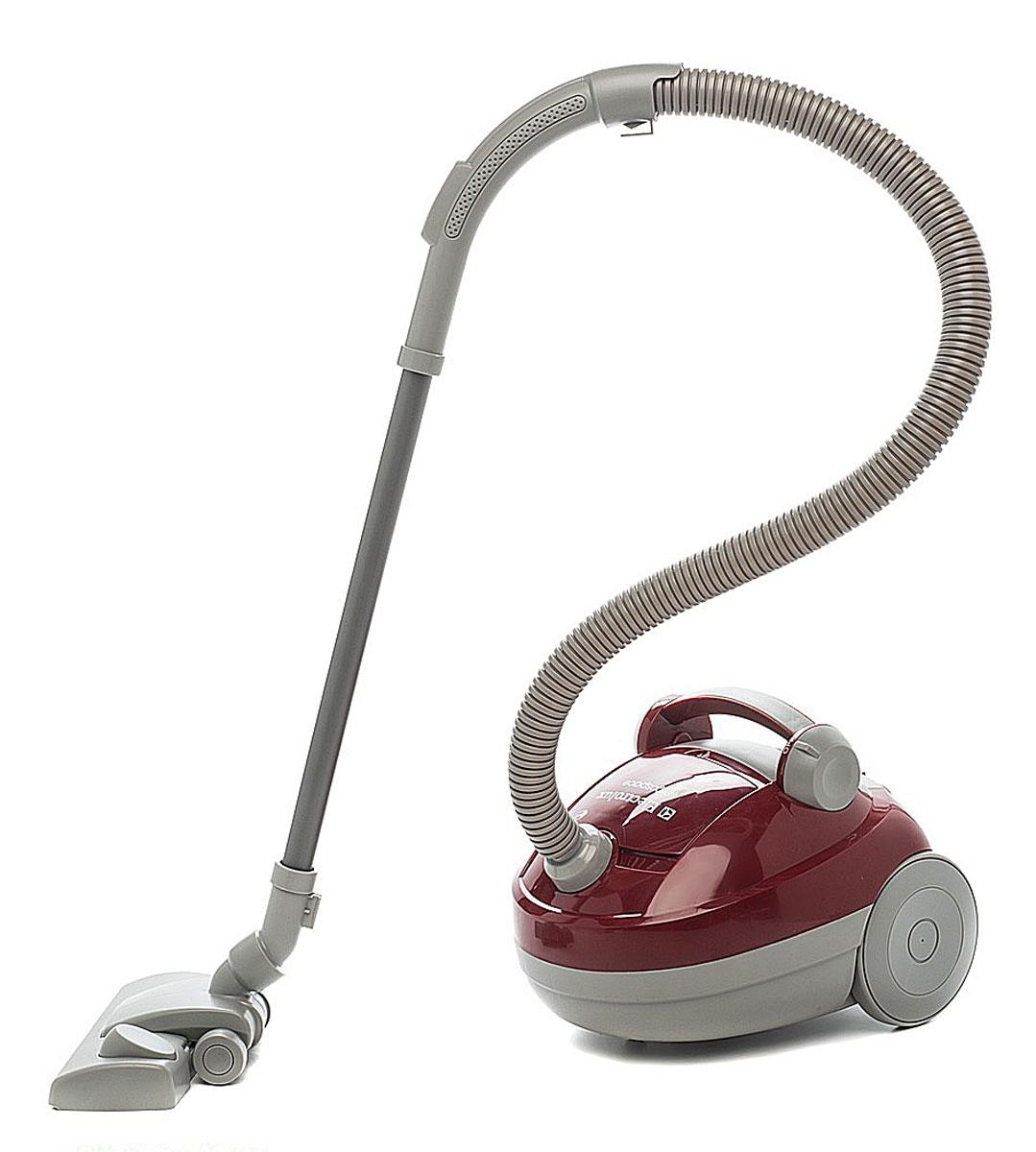 Klein Игрушечный пылесос Electrolux6888С игрушечным пылесосом Klein  Electrolux ваш ребенок сможет почувствовать себя совсем взрослым! Ведь эта модель с функциями для детей соответствует оригиналу. В комплект входят гибкий шланг, труба, насадка и набор шариков. Шарики будут имитировать грязь, которую можно убрать пылесосом. Пылесос снабжен удобной ручкой для переноски и функциональными колесиками. При нажатии на кнопку, пылесос начинает засасывать шарики мелкий мусор, издавая при этом характерные звуки для работающего пылесоса. Пылесос легкий и маневренный, его удобно катать на двух колесиках. После уборки насадку можно подвесить на нижней части пылесоса и таким образом переносить его. Порадуйте своего ребенка таким великолепным подарком! Благодаря продуманному дизайну и малому весу, с этим игрушечным пылесосом справится даже самый юный помощник! Необходимо докупить 4 батарейки типа С (не входят в комплект). Для работы требуются 3 батарейки типа LR14 (не входят в комплект).