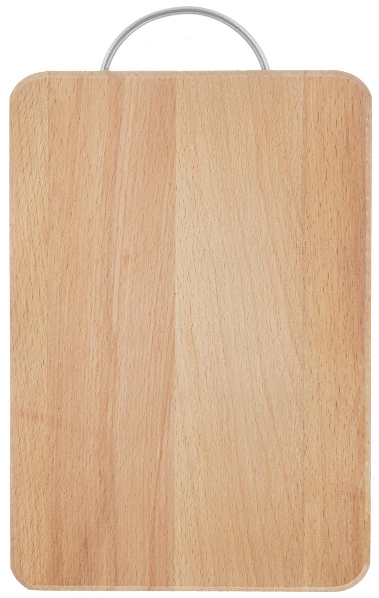 Доска разделочная Хозяюшка, с ручкой, 30 х 20 см01-5Разделочная доска Хозяюшка изготовлена из бука. Бук наряду с дубом и тиком относится к ценным твердолиственным породам элитной группы категории А, класса люкс. По структуре древесины бук считается менее рыхлым, чем дуб, и более гибким, чем тик, при этом не уступает по прочности этим двум породам, а по красоте даже превосходит их. Бук отличают, прежде всего, уникальная текстура и естественный белый с желтовато-красным оттенком, со временем переходящим в розовато-коричневый, цвет древесины. Бук прекрасно поддается шлифовке и полировке. Бук боится влаги, но, как в случае со всеми без исключения досками из древесины, вопрос влагостойкости решается пропиткой дерева специальным минеральным или льняным маслом. Масло защищает доску от коробления, рассыхания и растрескивания. Именно поэтому все доски Хозяюшка обработаны льняным маслом и упакованы в пленку. Разделочная доска имеет прямоугольную форму, оснащена металлической ручкой. Нельзя мыть в посудомоечной...
