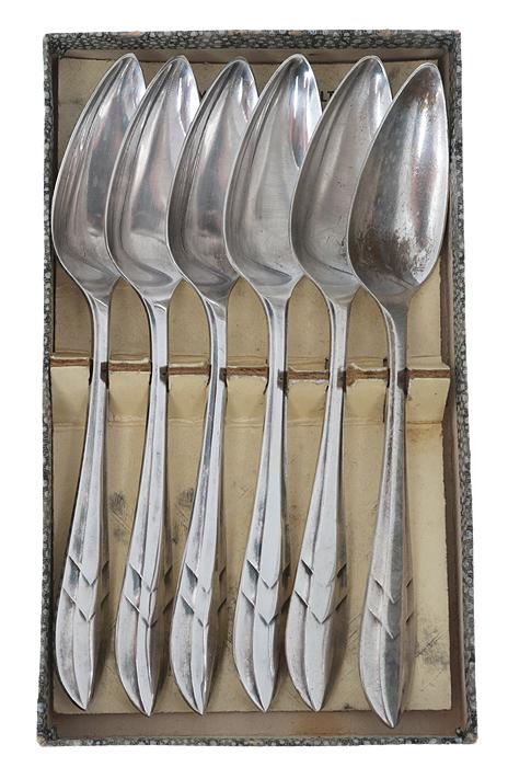 Набор ложек для грейпфрута, 6 шт. Металл, глубокое серебрение E.P.N.S. Sheffield, Великобритания, около 1930-х гг.64581Набор ложек для грейпфрута, 6 шт. Металл, глубокое серебрение. Маркировка: тисненое клеймо W.R. H & Co Sheff. Enc E.P.N.S.. Датировка: Великобритания, около 1930-х гг. Размер - 14 х 2,5 см. Оригинальная упаковка. Сохранность коллекционная, без повреждений, без утрат.