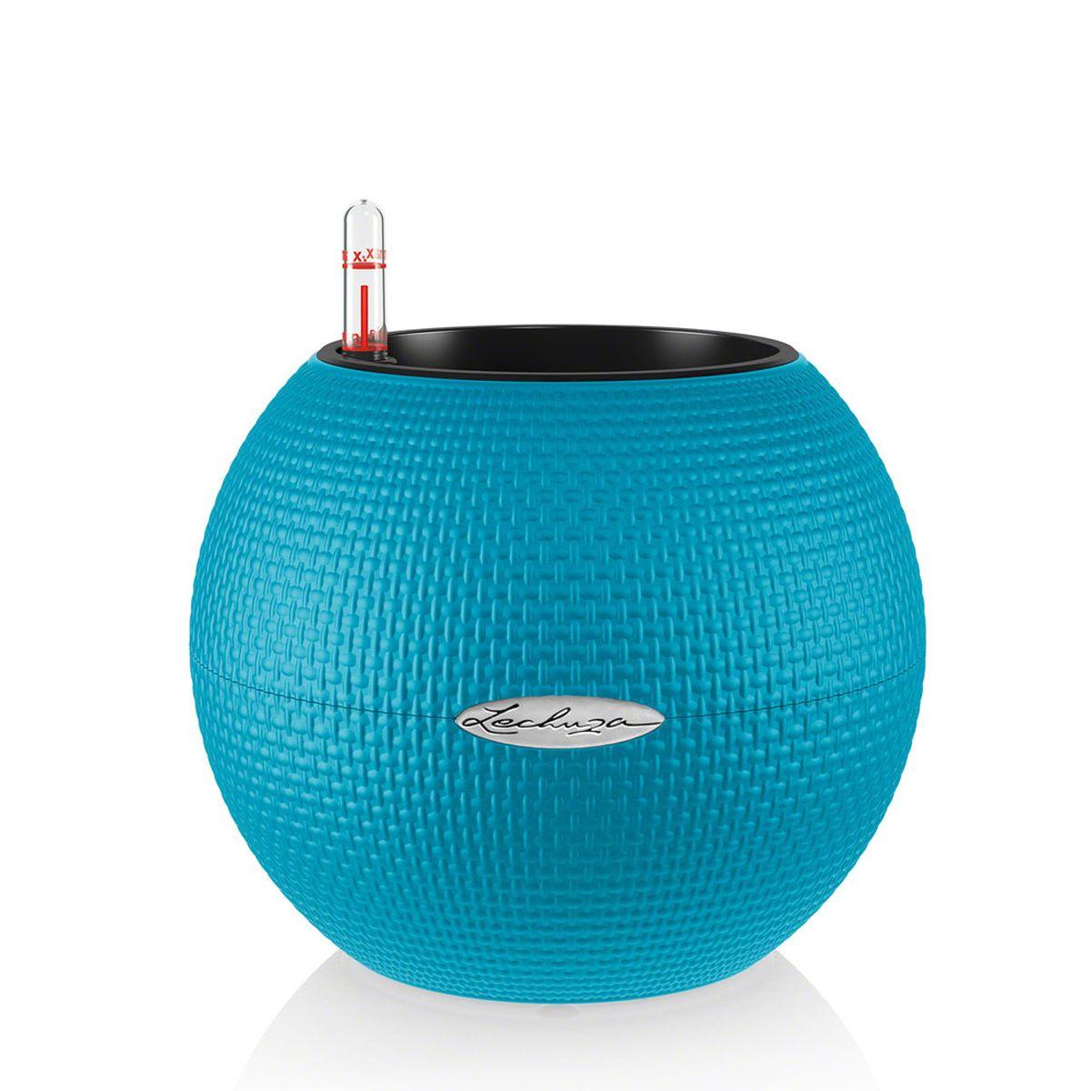 Кашпо Lechuza Color Puro, с системой автополива, цвет: бирюзовый, диаметр 20 см13366Круглое кашпо Lechuza Color Puro, выполненное из высококачественного пластика, имеет уникальную систему автополива, благодаря которой корневая система растения непрерывно снабжается влагой из резервуара. Уровень воды в резервуаре контролируется с помощью специального индикатора. В зависимости от размера кашпо и растения воды хватает на 2-12 недель. Это способствует хорошему росту цветов и предотвращает переувлажнение. В набор входит: кашпо, внутренний горшок, индикатор уровня воды, резервуар для воды. Внутренний горшок, оснащенный выдвижными ручками, обеспечивает: - легкую переноску даже высоких растений; - легкую смену растений; - можно также просто убрать растения на зиму; - винт в днище позволяет стечь излишней дождевой воде наружу. Кашпо Lechuza Color Puro прекрасно впишется в интерьер больших холлов, террас ресторанов и уютных гостиных. Изделие поможет расставить нужные акценты и придаст помещению вид, соответствующий...