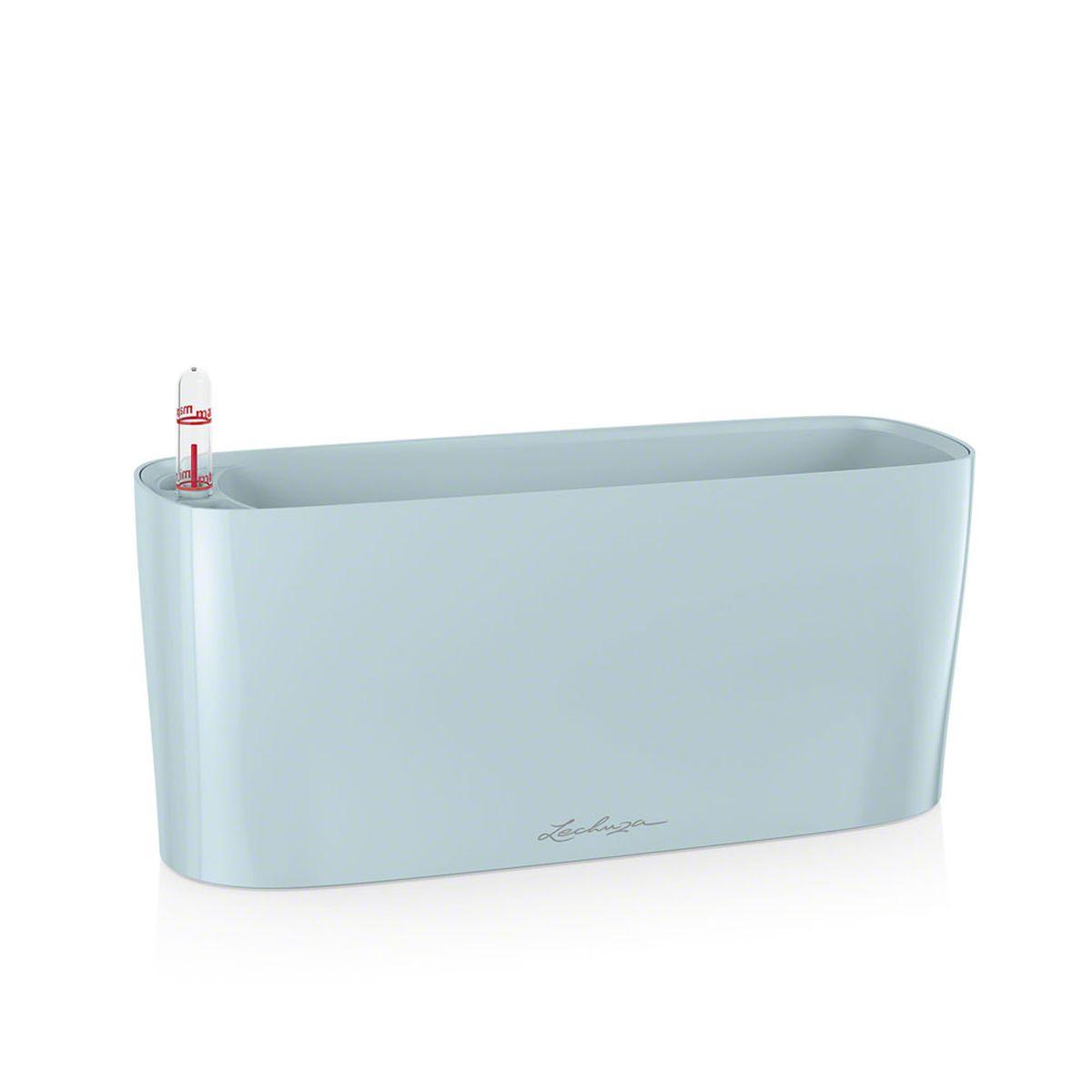 Кашпо Lechuza Delta, с системой автополива, цвет: голубой, 30 х 11 х 13 см15461Кашпо Lechuza Delta, выполненное из высококачественного пластика, имеет уникальную систему автополива, благодаря которой корневая система растения непрерывно снабжается влагой из резервуара. Уровень воды в резервуаре контролируется с помощью специального индикатора. В зависимости от размера кашпо и растения воды хватает на 2-12 недель. Это способствует хорошему росту цветов и предотвращает переувлажнение. В набор входит: кашпо, внутренний горшок, индикатор уровня воды, вал подачи воды, субстрат растений в качестве дренажного слоя, резервуар для воды. Кашпо Lechuza Delta прекрасно впишется в любой интерьер. Оно поможет расставить нужные акценты и придаст помещению вид, соответствующий вашим представлениям.