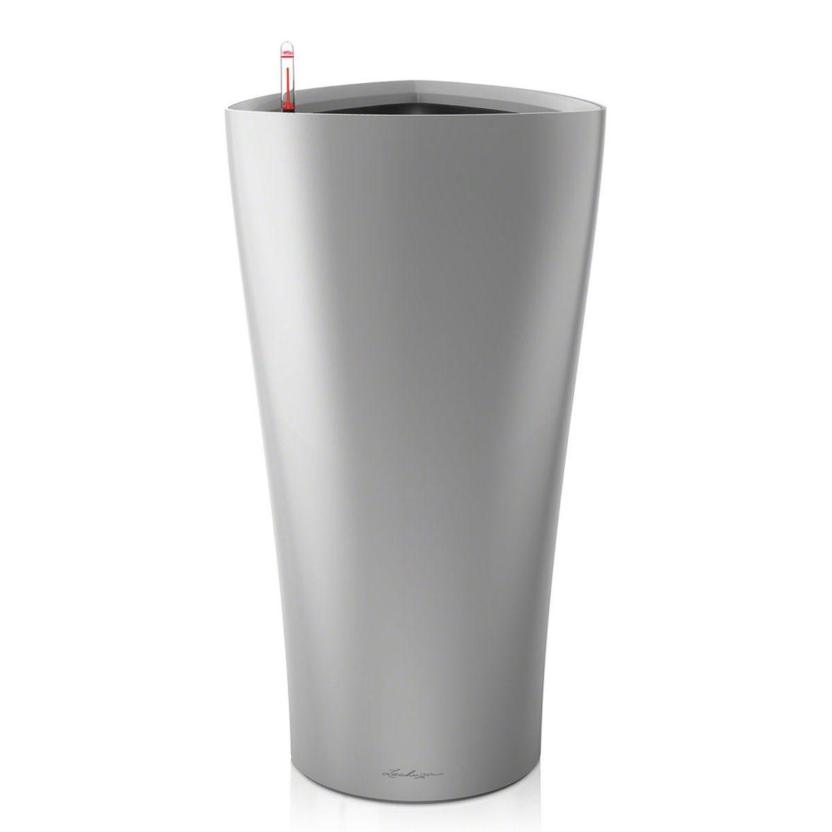 Кашпо с автополивом Lechuza Delta 30х56 см, серебро15508LECHUZA DELTA объединяет технологии и дизайн: спрятанная в кашпо плавной, органичной формы, система автополива LECHUZA, надежно обеспечивает Ваши растения водой. Особые преимущества: - Сменный внутренний горшок с системой автополива - Высокое, узкое кашпо в виде колонны - Устойчиво и стабильно
